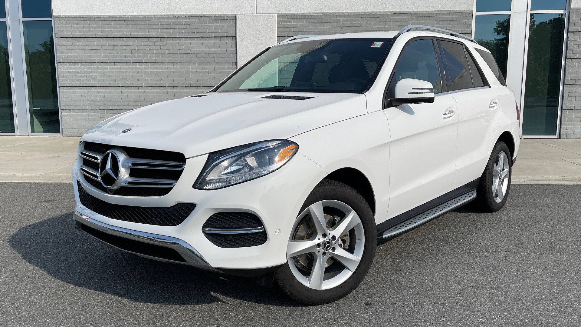 Used 2018 Mercedes-Benz GLE 350 4MATIC PREMIUM / NAV / SUNROOF / HTD STS / TRAILER HITCH / REARVIEW for sale $36,295 at Formula Imports in Charlotte NC 28227 1