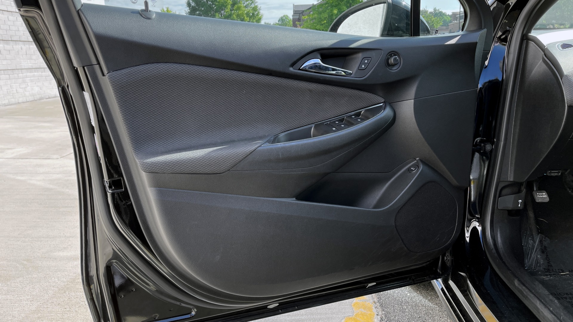 Used 2019 Chevrolet CRUZE LT / 1.4L TURBO / 6-SPD AUTO / AIR CONDITIONING / REARVIEW for sale $18,495 at Formula Imports in Charlotte NC 28227 19