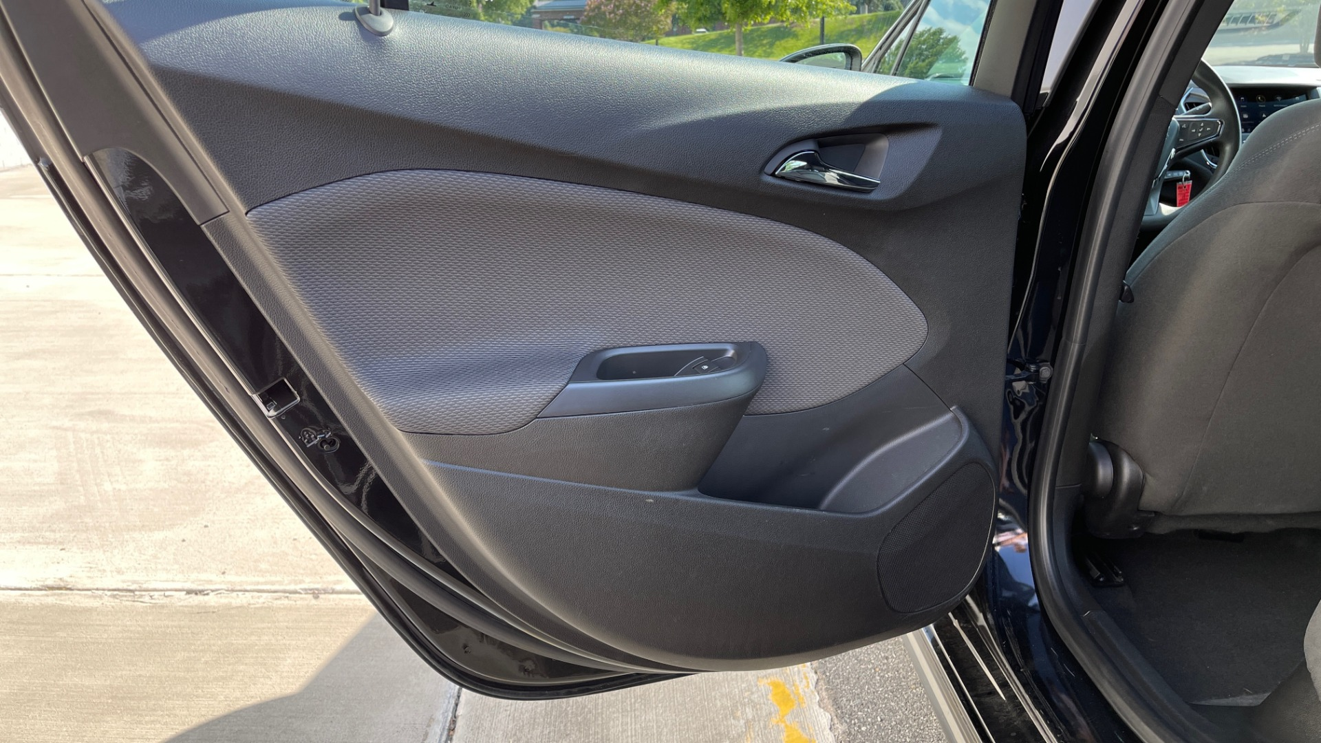 Used 2019 Chevrolet CRUZE LT / 1.4L TURBO / 6-SPD AUTO / AIR CONDITIONING / REARVIEW for sale $18,495 at Formula Imports in Charlotte NC 28227 36