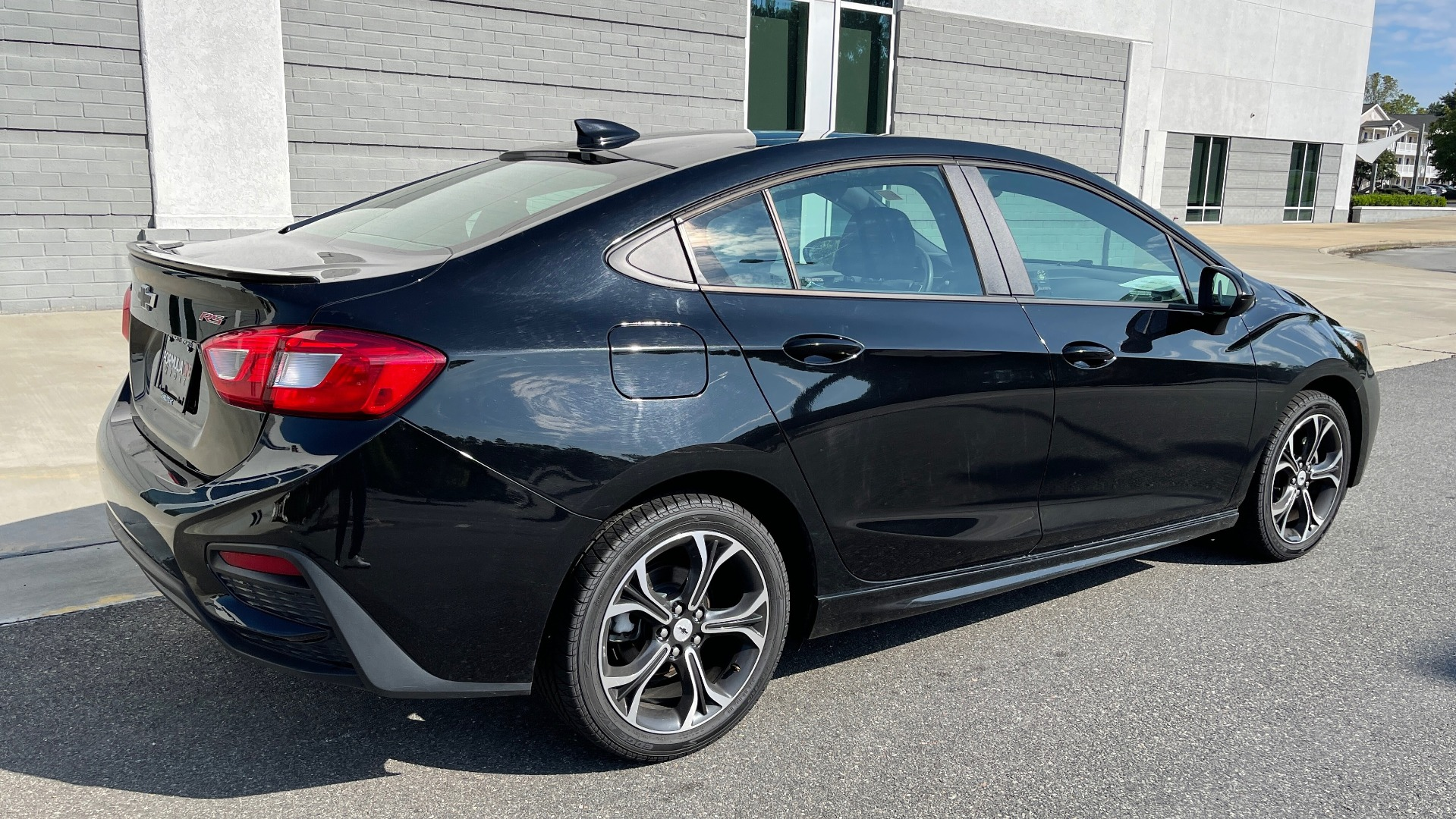 Used 2019 Chevrolet CRUZE LT / 1.4L TURBO / 6-SPD AUTO / AIR CONDITIONING / REARVIEW for sale $18,495 at Formula Imports in Charlotte NC 28227 4