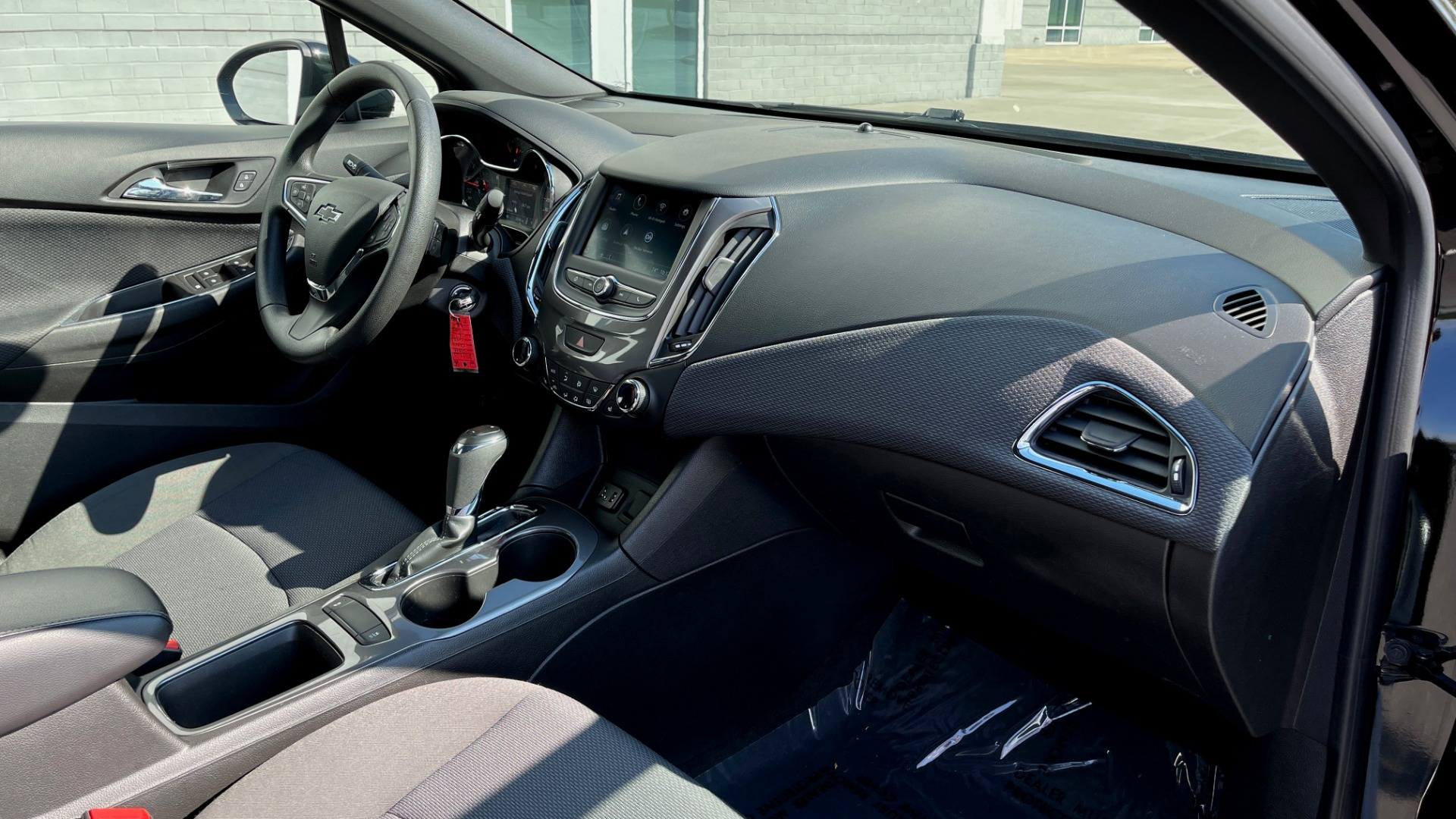 Used 2019 Chevrolet CRUZE LT / 1.4L TURBO / 6-SPD AUTO / AIR CONDITIONING / REARVIEW for sale $18,495 at Formula Imports in Charlotte NC 28227 47