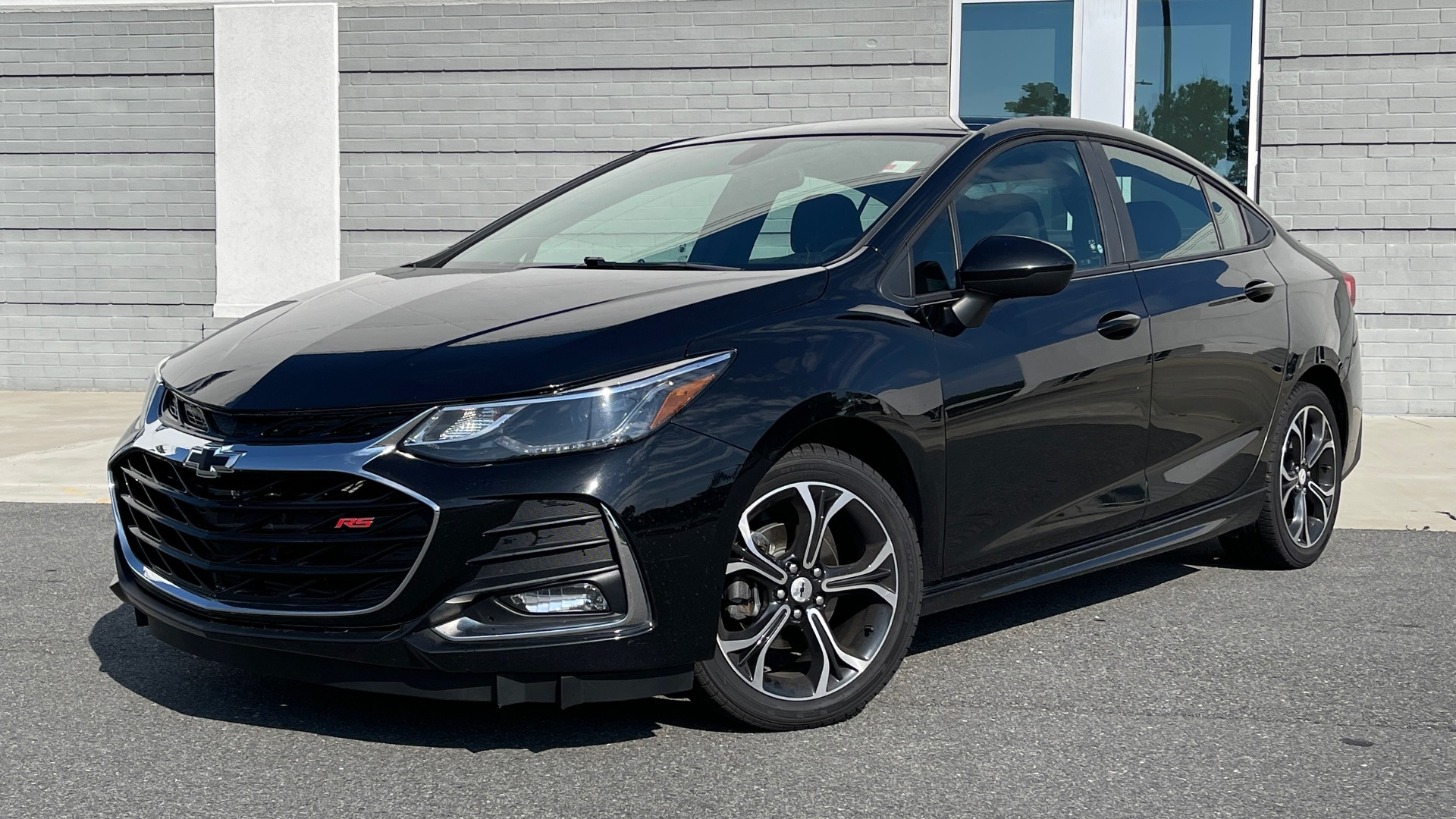 Used 2019 Chevrolet CRUZE LT / 1.4L TURBO / 6-SPD AUTO / AIR CONDITIONING / REARVIEW for sale $18,495 at Formula Imports in Charlotte NC 28227 1