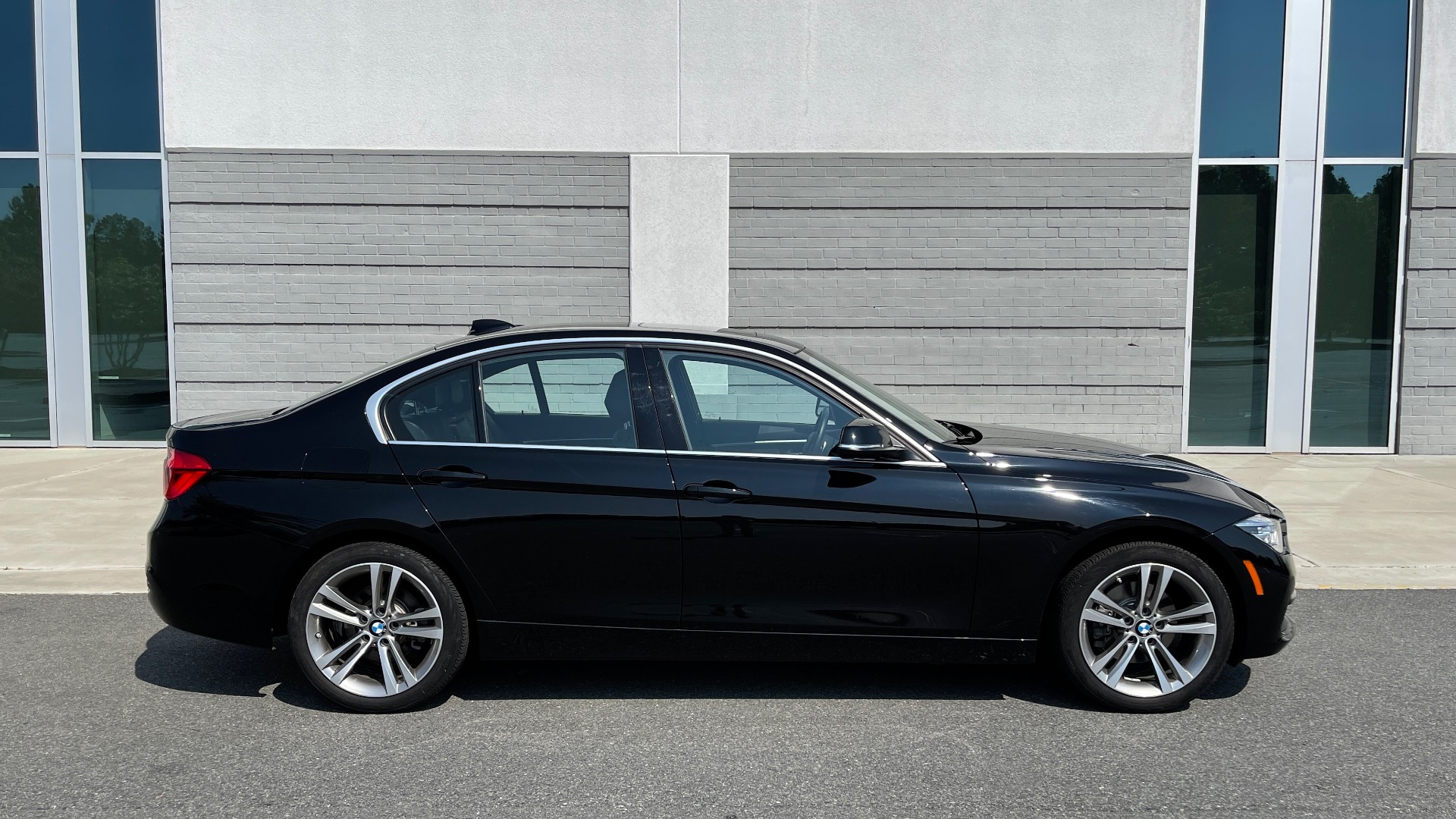 Used 2018 BMW 3 SERIES 330I XDRIVE / CONV PKG / SUNROOF / HTD STS / ABSD / REARVIEW for sale $30,695 at Formula Imports in Charlotte NC 28227 7