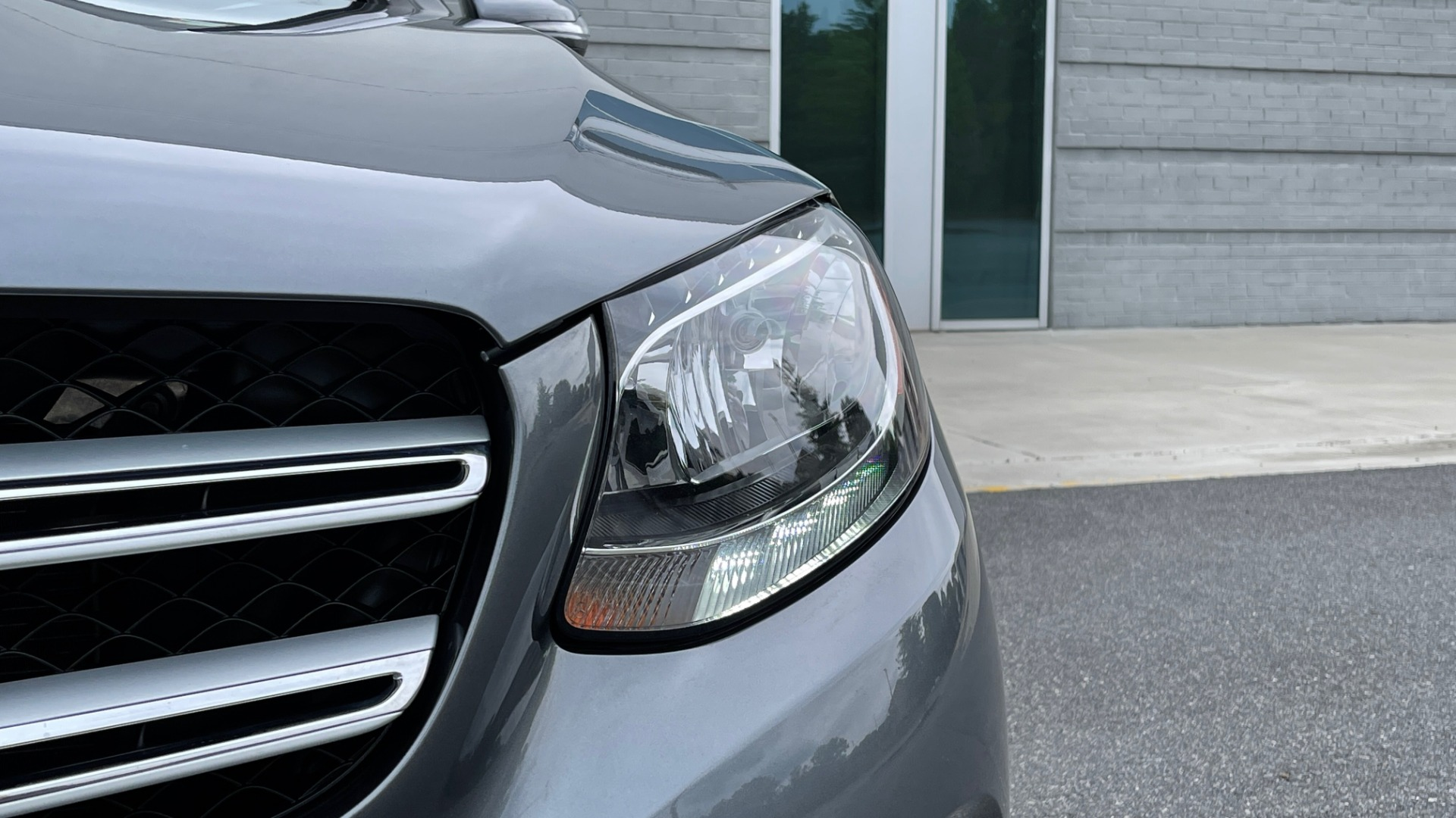 Used 2018 Mercedes-Benz GLC 300 4MATIC PREMIUM / PANO-ROOF / HTD STS / APPLE / REARVIEW for sale $34,295 at Formula Imports in Charlotte NC 28227 15