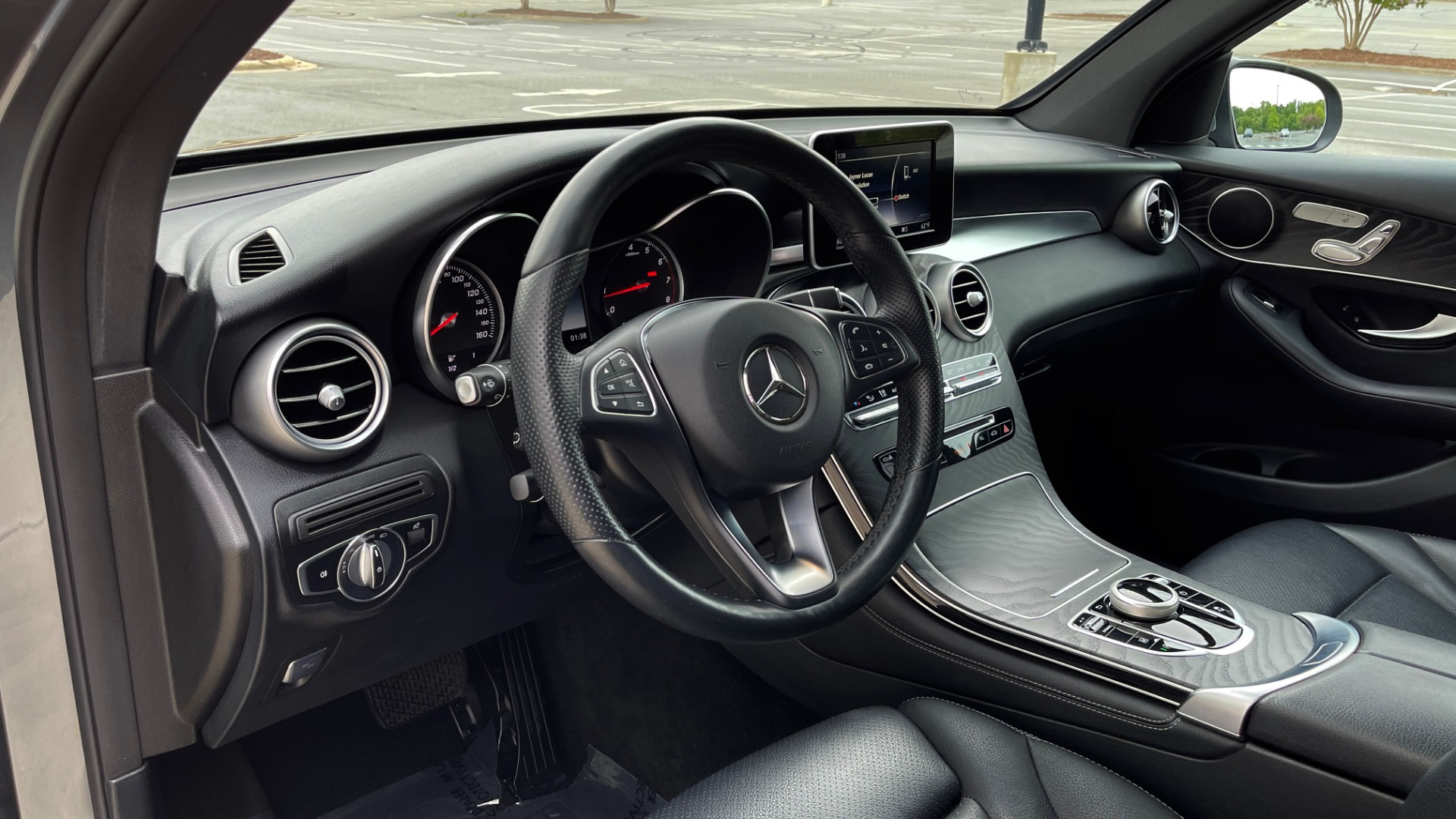 Used 2018 Mercedes-Benz GLC 300 4MATIC PREMIUM / PANO-ROOF / HTD STS / APPLE / REARVIEW for sale $34,295 at Formula Imports in Charlotte NC 28227 29