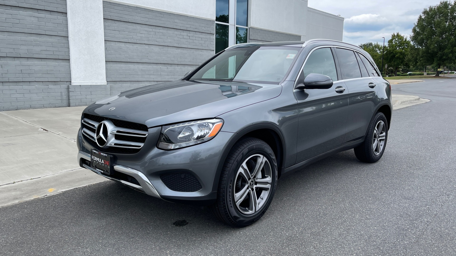 Used 2018 Mercedes-Benz GLC 300 4MATIC PREMIUM / PANO-ROOF / HTD STS / APPLE / REARVIEW for sale $34,295 at Formula Imports in Charlotte NC 28227 3