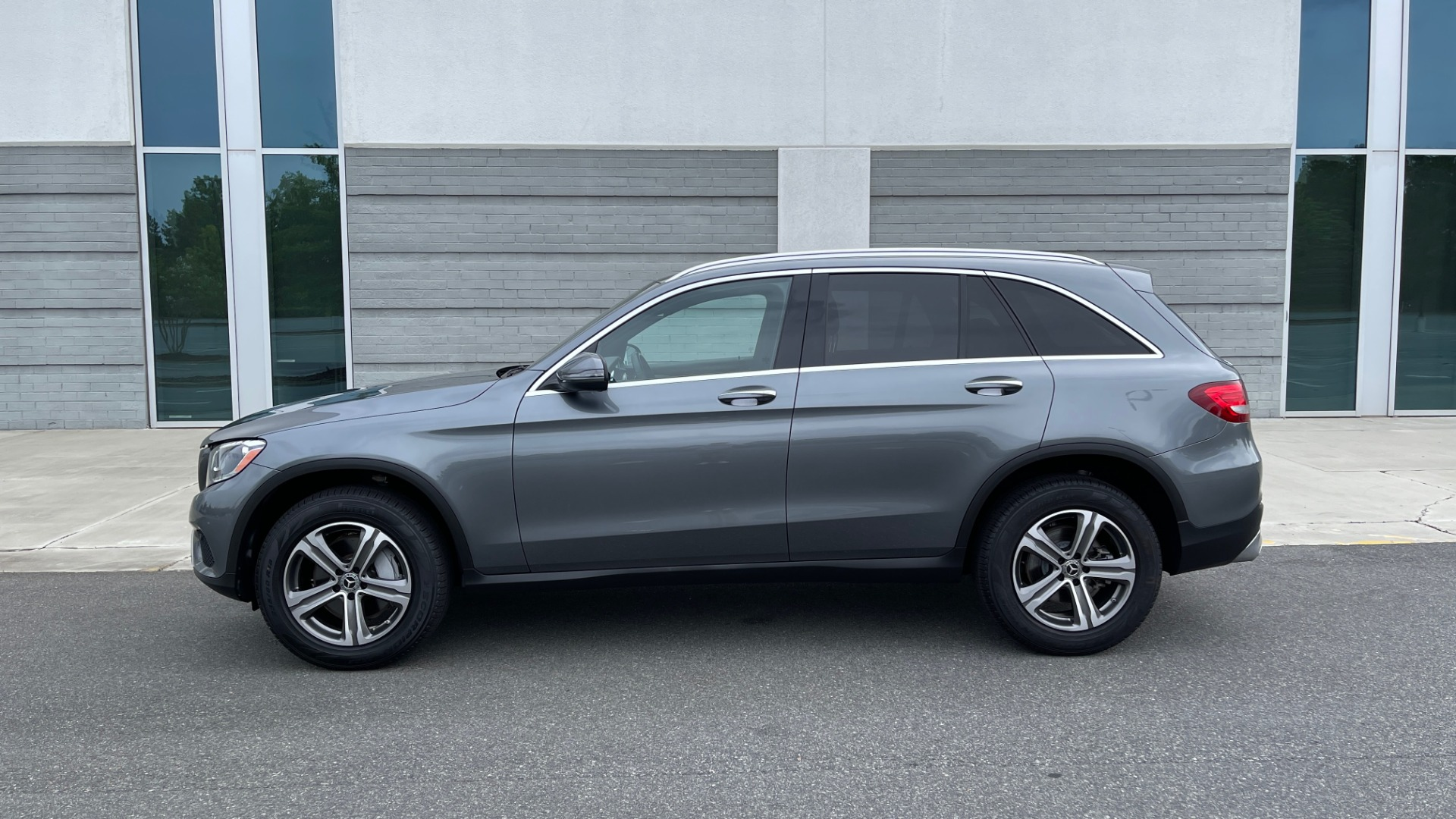 Used 2018 Mercedes-Benz GLC 300 4MATIC PREMIUM / PANO-ROOF / HTD STS / APPLE / REARVIEW for sale $34,295 at Formula Imports in Charlotte NC 28227 4