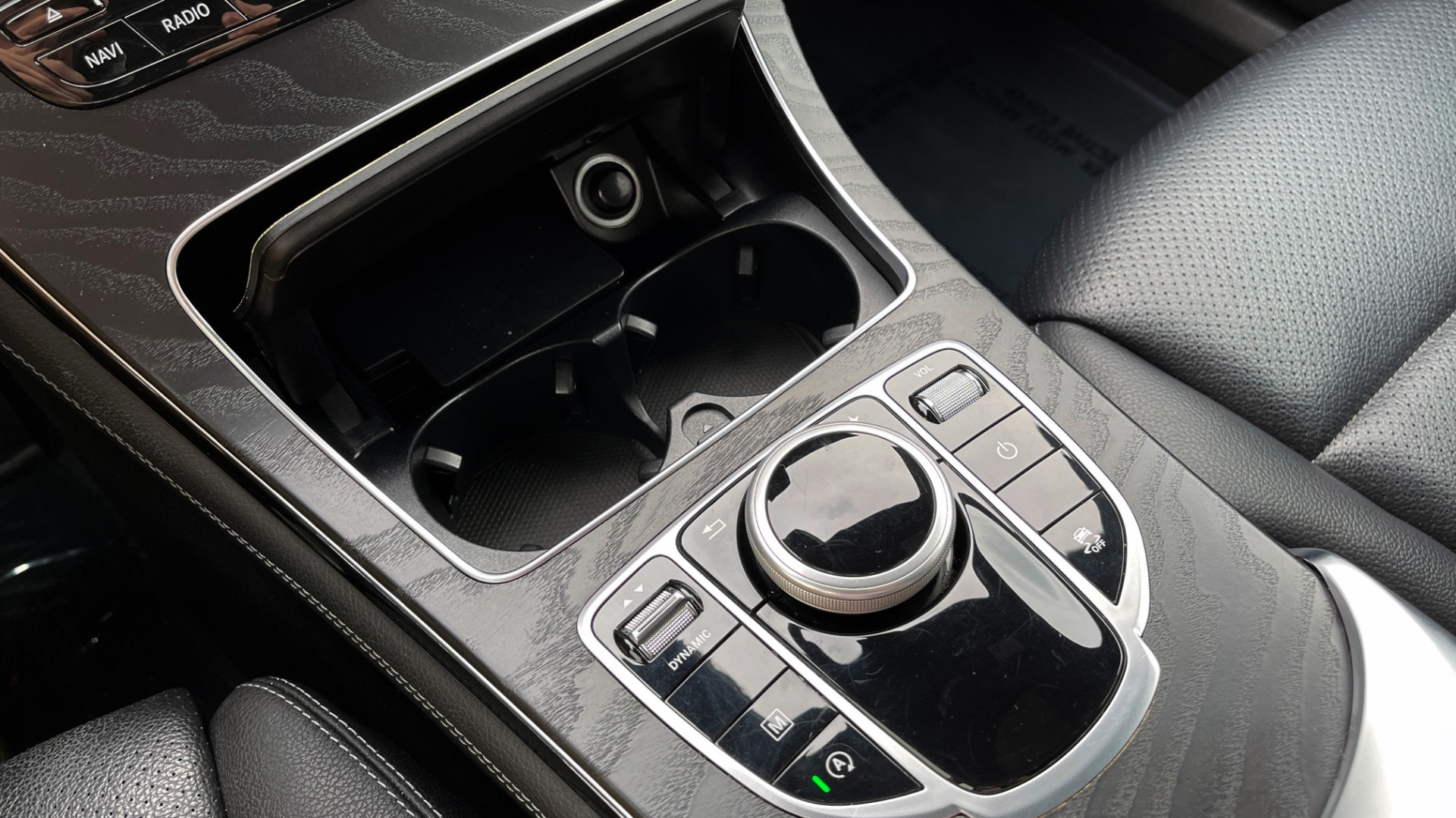 Used 2018 Mercedes-Benz GLC 300 4MATIC PREMIUM / PANO-ROOF / HTD STS / APPLE / REARVIEW for sale $34,295 at Formula Imports in Charlotte NC 28227 41