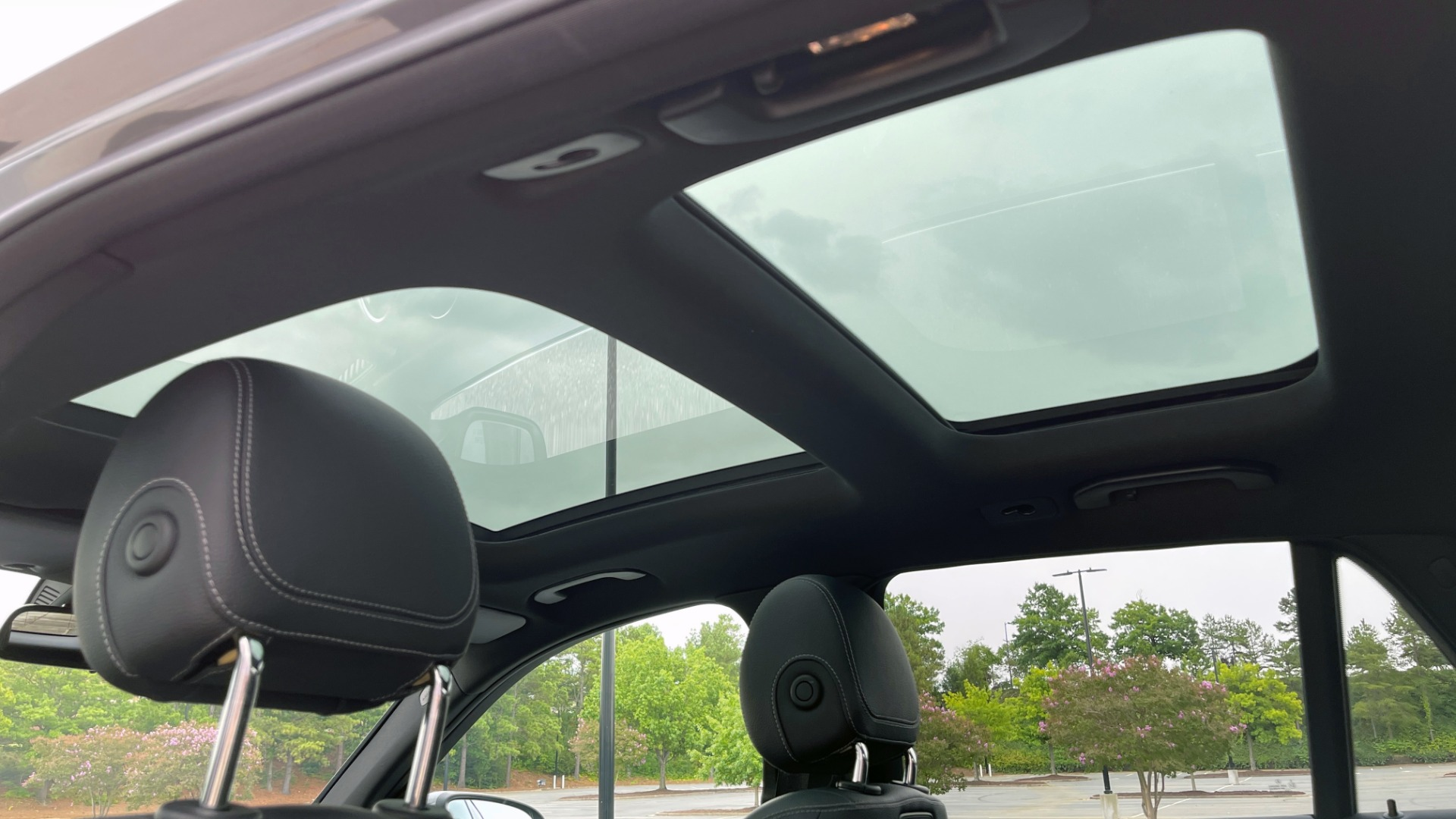 Used 2018 Mercedes-Benz GLC 300 4MATIC PREMIUM / PANO-ROOF / HTD STS / APPLE / REARVIEW for sale $34,295 at Formula Imports in Charlotte NC 28227 50