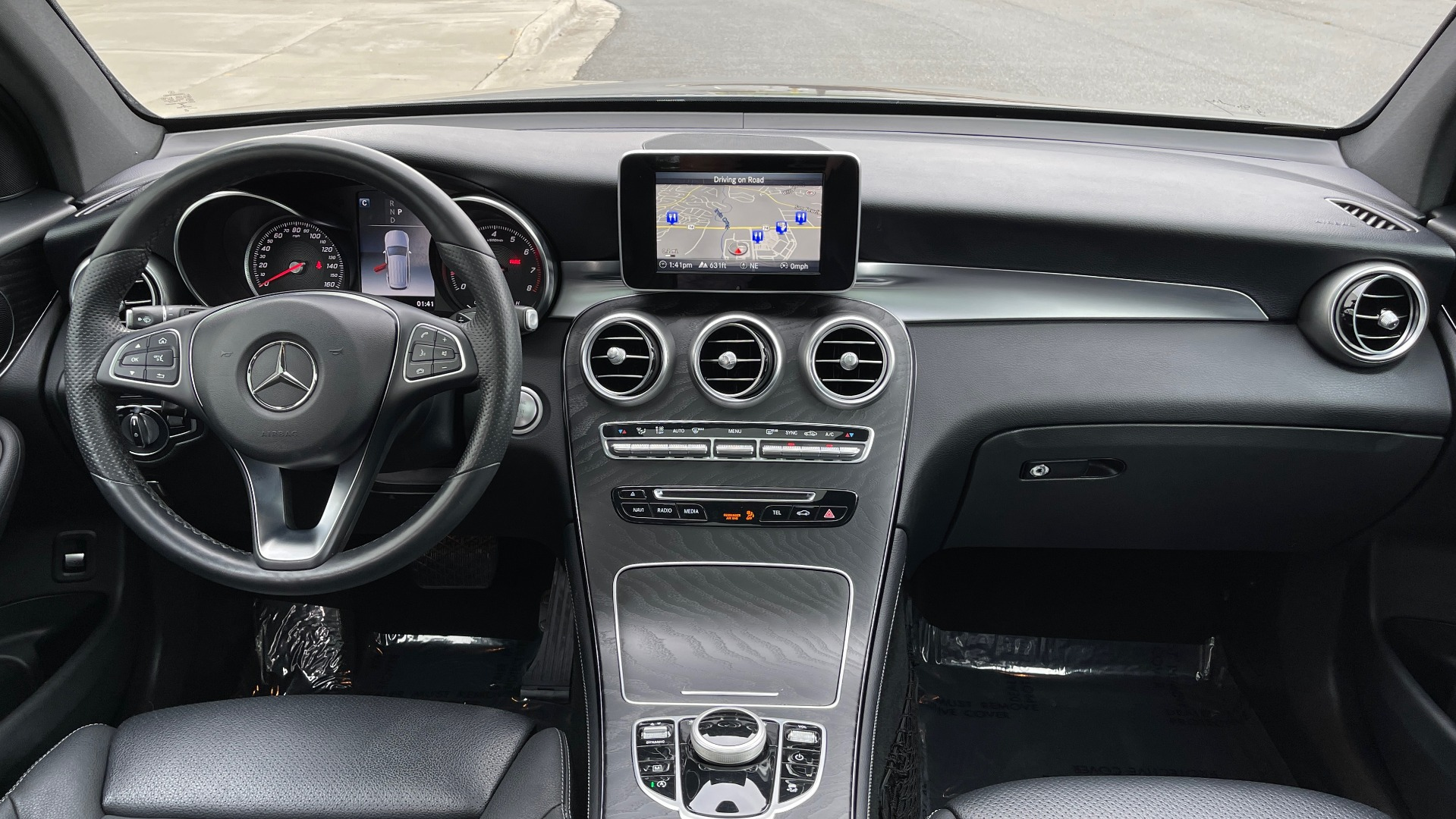 Used 2018 Mercedes-Benz GLC 300 4MATIC PREMIUM / PANO-ROOF / HTD STS / APPLE / REARVIEW for sale $34,295 at Formula Imports in Charlotte NC 28227 51