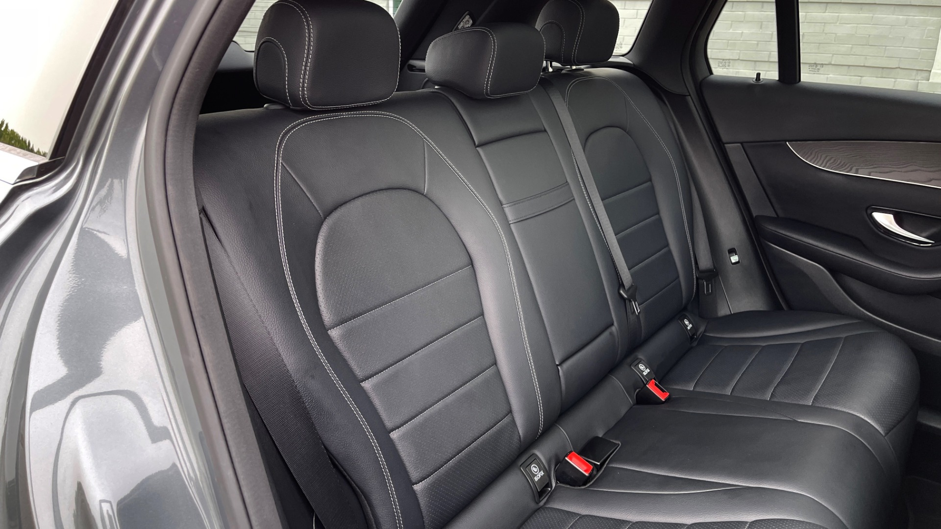 Used 2018 Mercedes-Benz GLC 300 4MATIC PREMIUM / PANO-ROOF / HTD STS / APPLE / REARVIEW for sale $34,295 at Formula Imports in Charlotte NC 28227 57