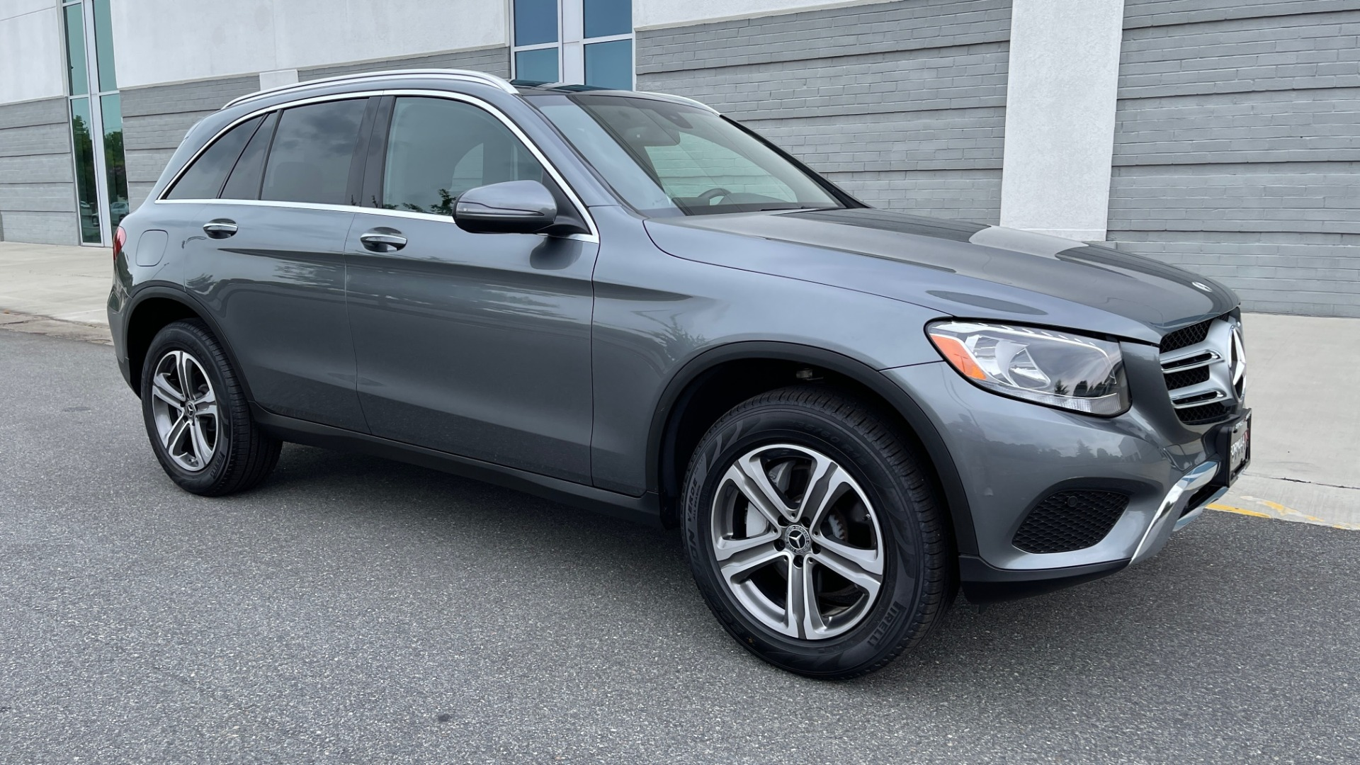 Used 2018 Mercedes-Benz GLC 300 4MATIC PREMIUM / PANO-ROOF / HTD STS / APPLE / REARVIEW for sale $34,295 at Formula Imports in Charlotte NC 28227 6