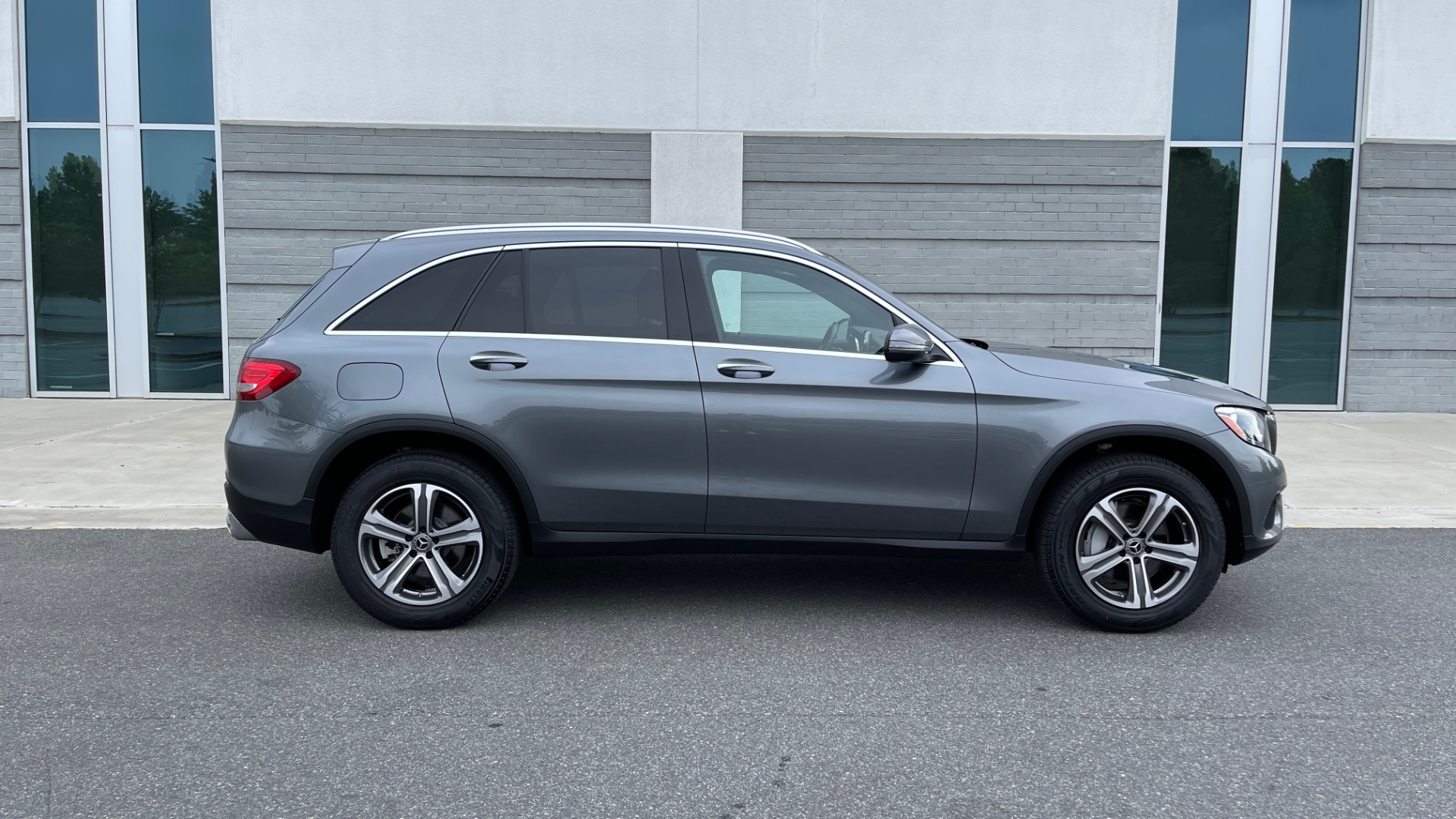 Used 2018 Mercedes-Benz GLC 300 4MATIC PREMIUM / PANO-ROOF / HTD STS / APPLE / REARVIEW for sale $34,295 at Formula Imports in Charlotte NC 28227 7
