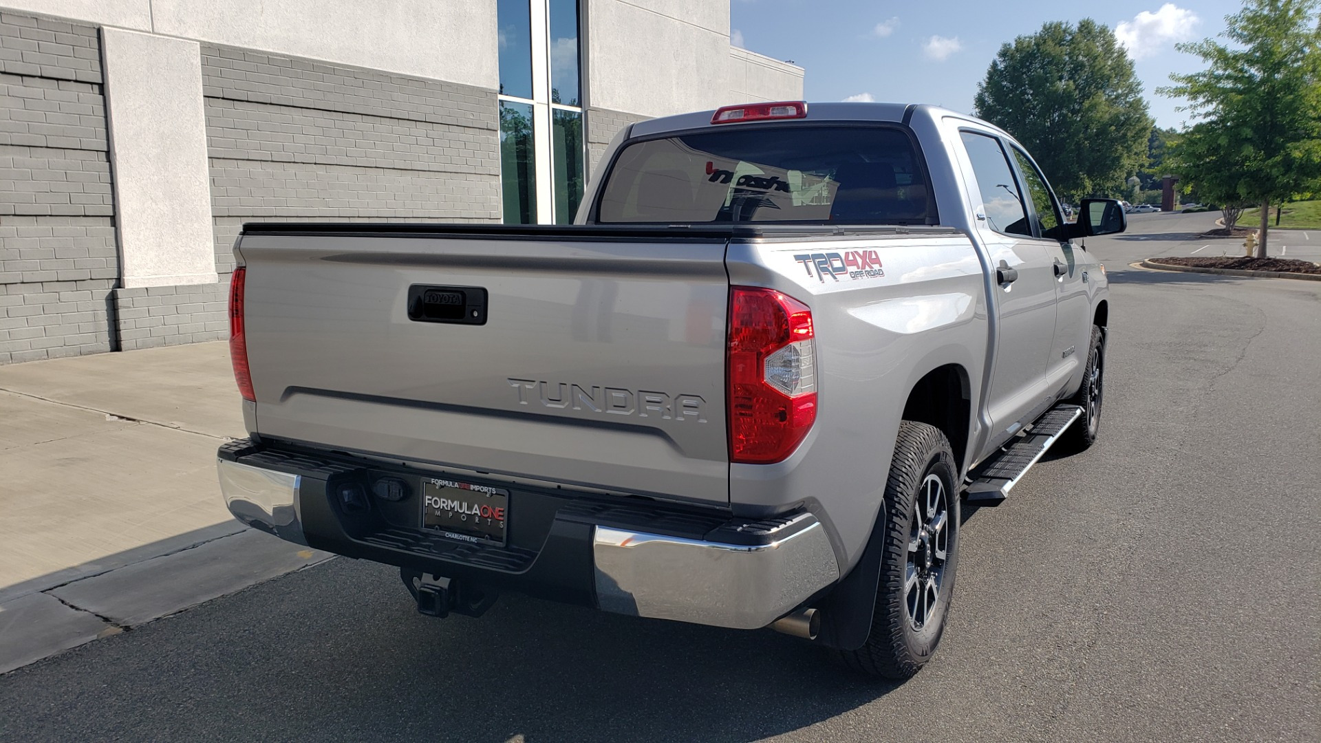 Used 2017 Toyota TUNDRA 4WD SR5 CREWMAX / 5.7L V8 / 6-SPD AUTO / NAV / REARVIEW for sale $44,395 at Formula Imports in Charlotte NC 28227 2