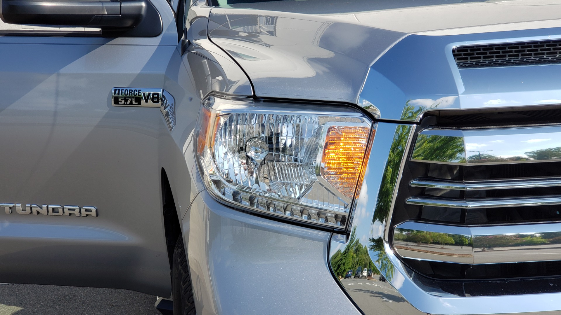 Used 2017 Toyota TUNDRA 4WD SR5 CREWMAX / 5.7L V8 / 6-SPD AUTO / NAV / REARVIEW for sale $44,395 at Formula Imports in Charlotte NC 28227 23