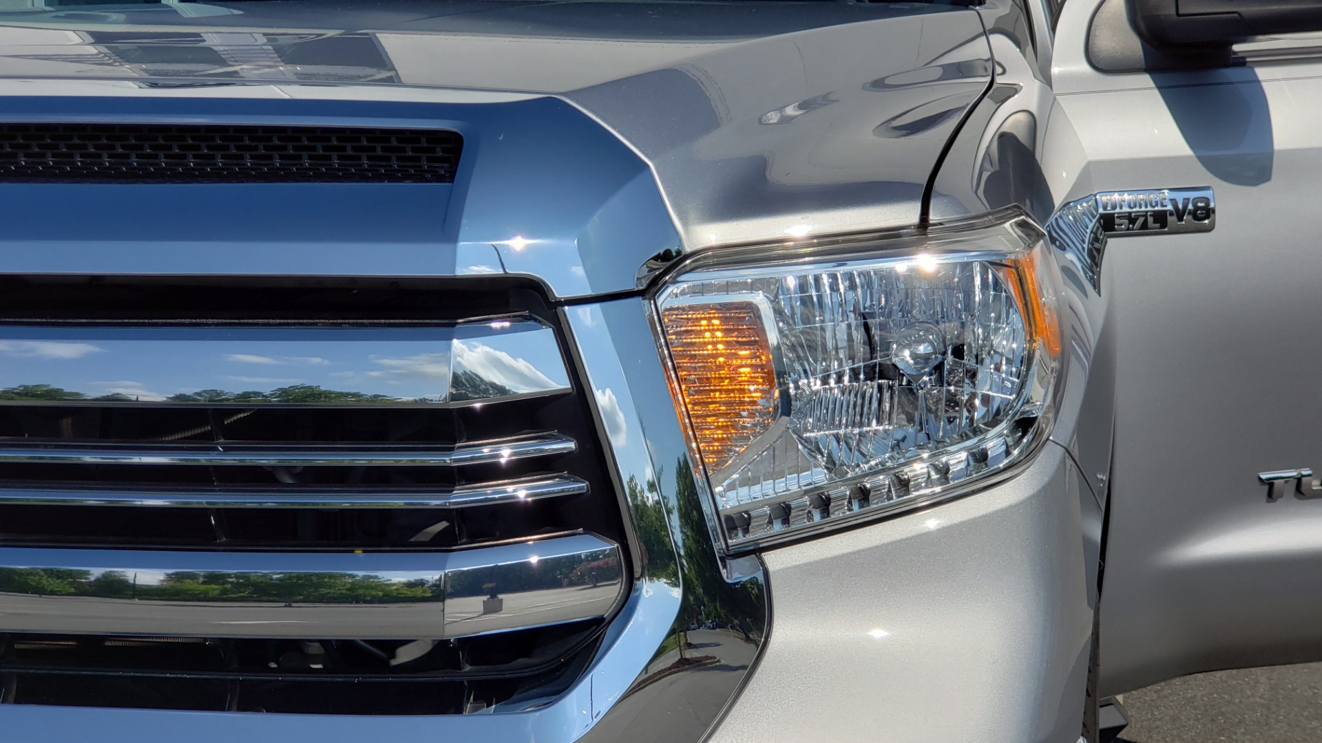 Used 2017 Toyota TUNDRA 4WD SR5 CREWMAX / 5.7L V8 / 6-SPD AUTO / NAV / REARVIEW for sale $44,395 at Formula Imports in Charlotte NC 28227 24