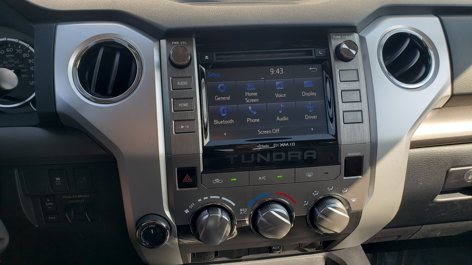 Used 2017 Toyota TUNDRA 4WD SR5 CREWMAX / 5.7L V8 / 6-SPD AUTO / NAV / REARVIEW for sale $44,395 at Formula Imports in Charlotte NC 28227 51