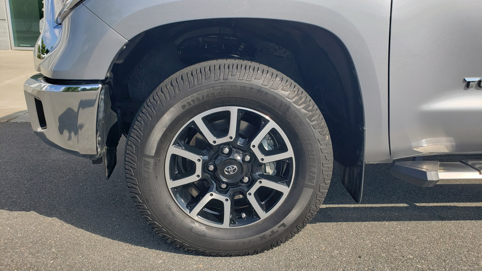 Used 2017 Toyota TUNDRA 4WD SR5 CREWMAX / 5.7L V8 / 6-SPD AUTO / NAV / REARVIEW for sale $44,395 at Formula Imports in Charlotte NC 28227 81