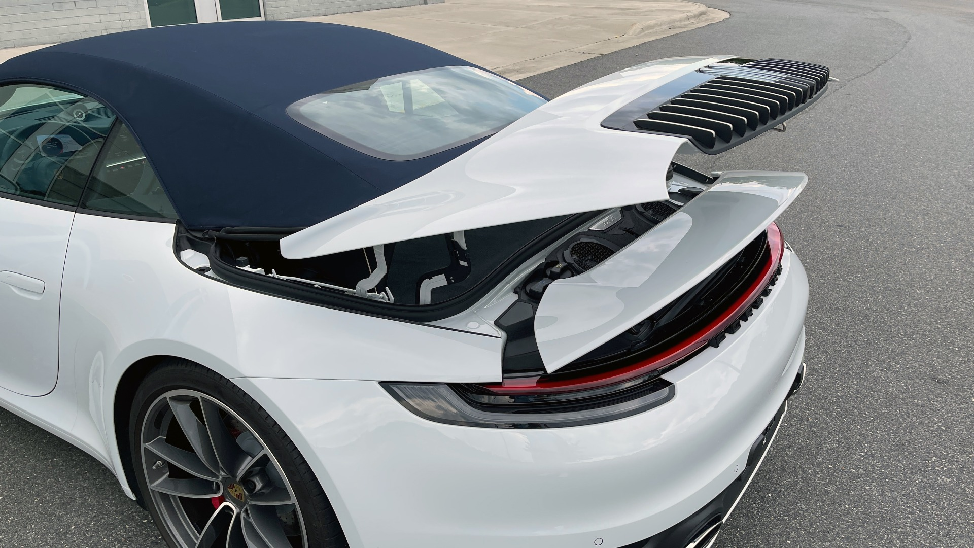 Used 2020 Porsche 911 CARRERA 4S CABRIOLET PREMIUM SPORT PKG / NAV / BOSE / LIGHT DESIGN PKG for sale $167,595 at Formula Imports in Charlotte NC 28227 31