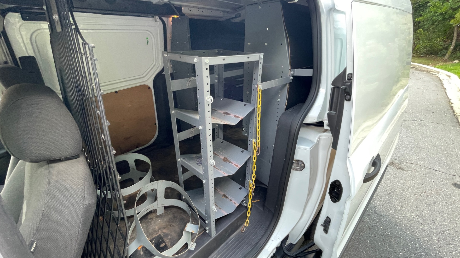 Used 2015 Ford TRANSIT CONNECT XLT CARGO VAN LWB / 2.5L 4-CYL / 6-SPD AUTO / ROOF RACK for sale $15,199 at Formula Imports in Charlotte NC 28227 31