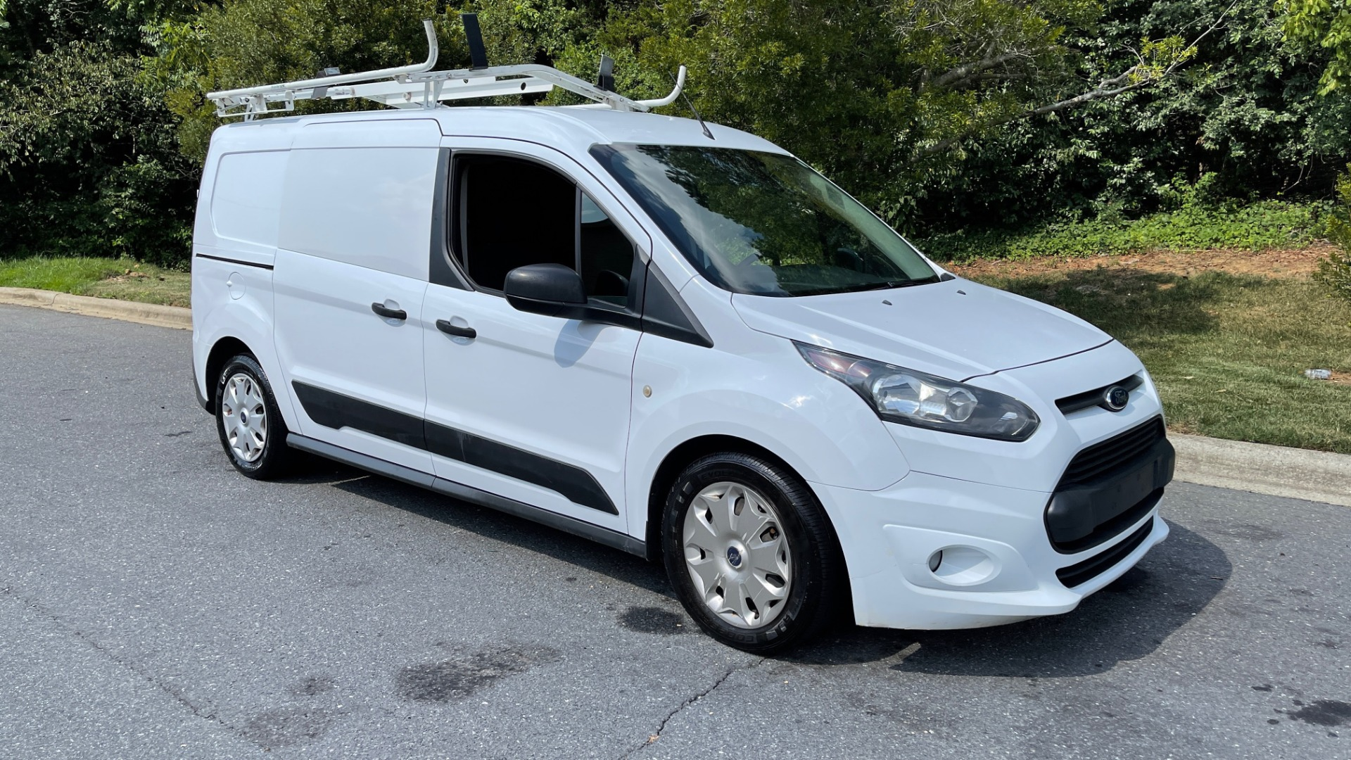 Used 2015 Ford TRANSIT CONNECT XLT CARGO VAN LWB / 2.5L 4-CYL / 6-SPD AUTO / ROOF RACK for sale $15,199 at Formula Imports in Charlotte NC 28227 4
