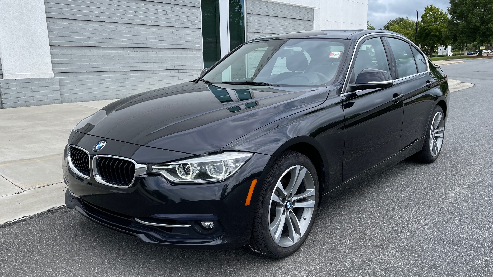 Used 2018 BMW 3 SERIES 330IXDRIVE / NAV / CONV PKG / ABSD / SUNROOF / REARVIEW for sale $29,599 at Formula Imports in Charlotte NC 28227 3