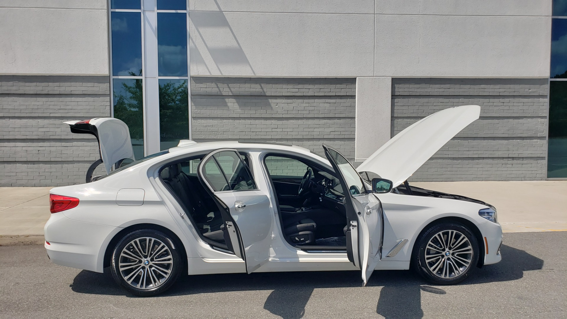 Used 2018 BMW 5 SERIES 530I XDRIVE PREMIUM / PARK ASST / NAV / SUNROOF / REARIEW for sale $37,795 at Formula Imports in Charlotte NC 28227 12