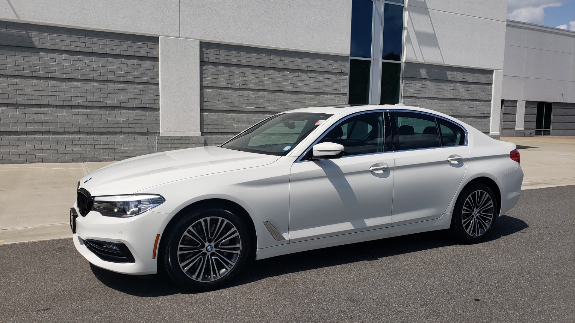Used 2018 BMW 5 SERIES 530I XDRIVE PREMIUM / PARK ASST / NAV / SUNROOF / REARIEW for sale $37,795 at Formula Imports in Charlotte NC 28227 4
