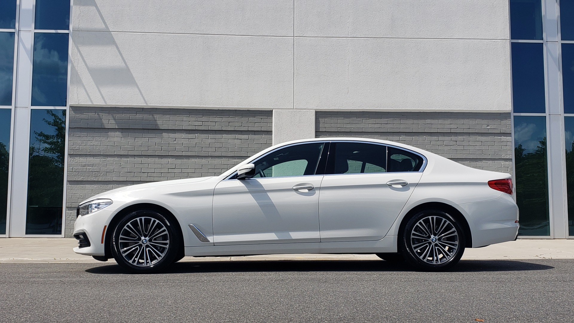 Used 2018 BMW 5 SERIES 530I XDRIVE PREMIUM / PARK ASST / NAV / SUNROOF / REARIEW for sale $37,795 at Formula Imports in Charlotte NC 28227 5