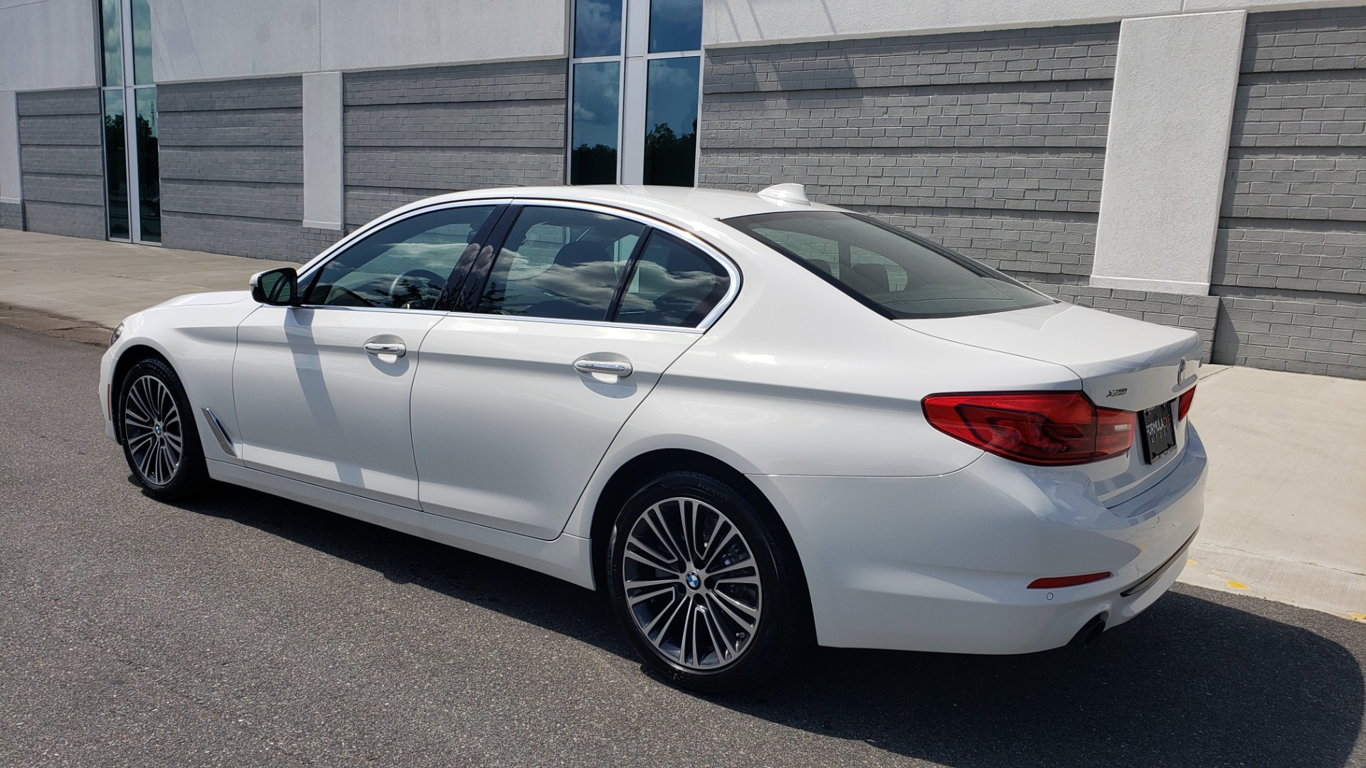 Used 2018 BMW 5 SERIES 530I XDRIVE PREMIUM / PARK ASST / NAV / SUNROOF / REARIEW for sale $37,795 at Formula Imports in Charlotte NC 28227 6