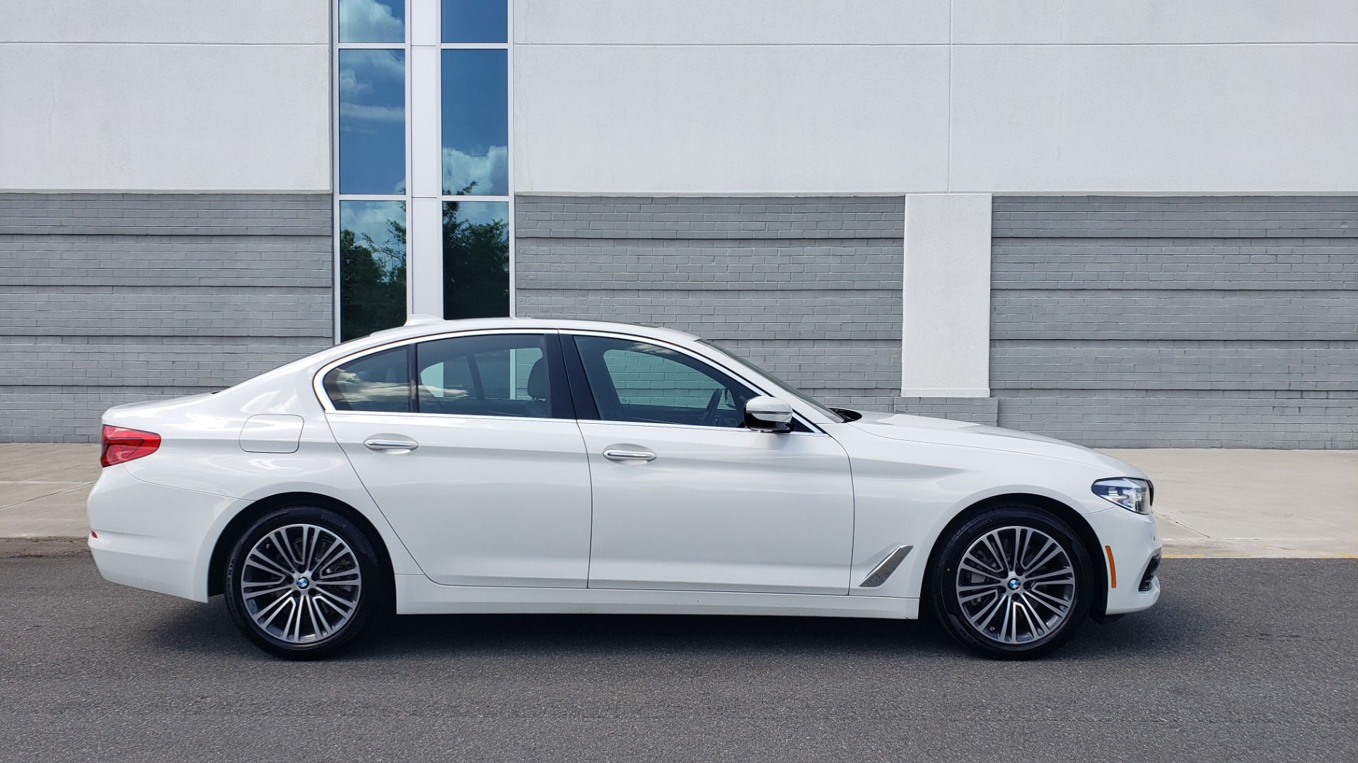 Used 2018 BMW 5 SERIES 530I XDRIVE PREMIUM / PARK ASST / NAV / SUNROOF / REARIEW for sale $37,795 at Formula Imports in Charlotte NC 28227 8