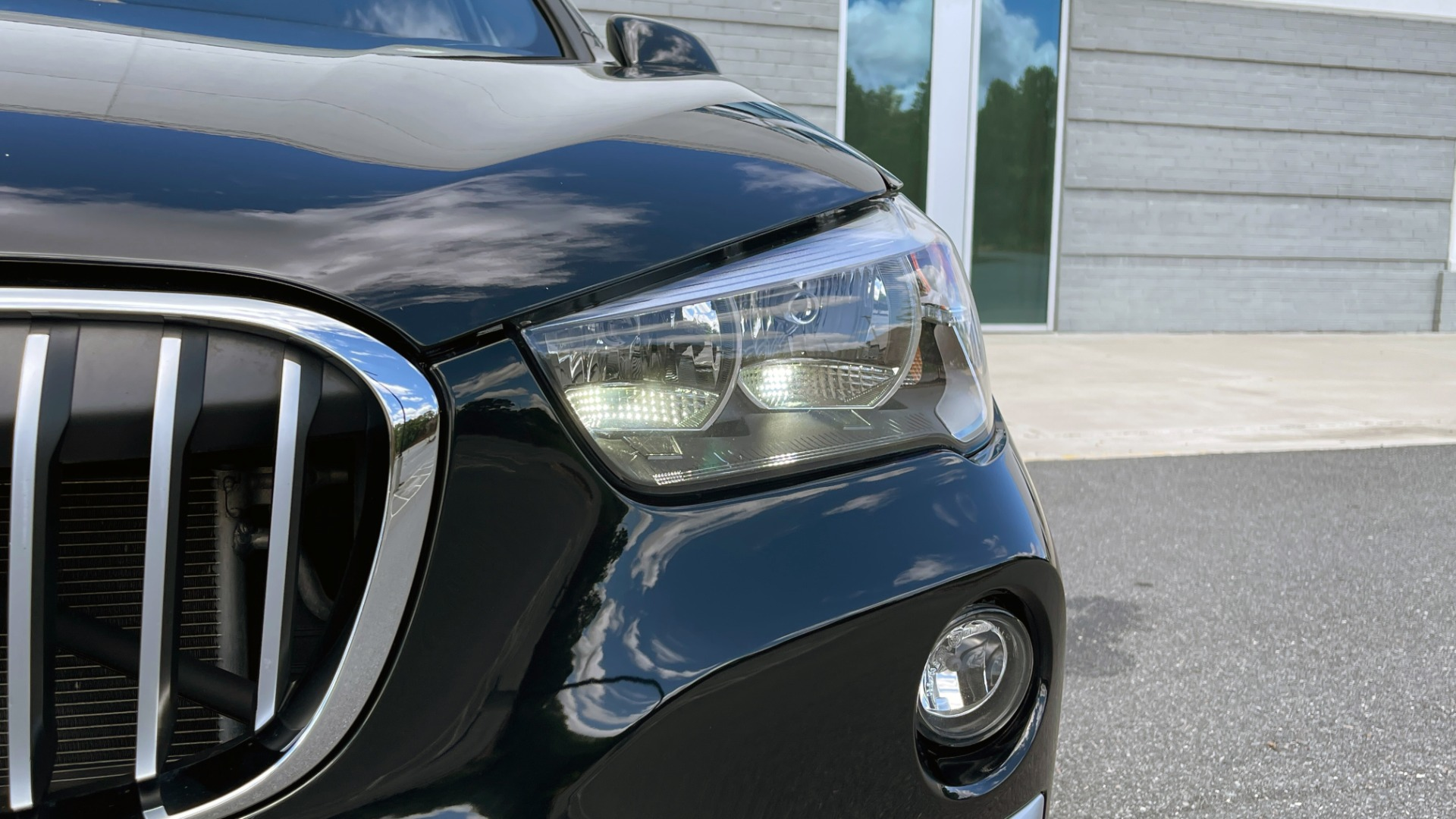 Used 2018 BMW X1 XDRIVE28I / 2.0L / AWD / 8-SPD AUTO / REARVIEW for sale $29,395 at Formula Imports in Charlotte NC 28227 12