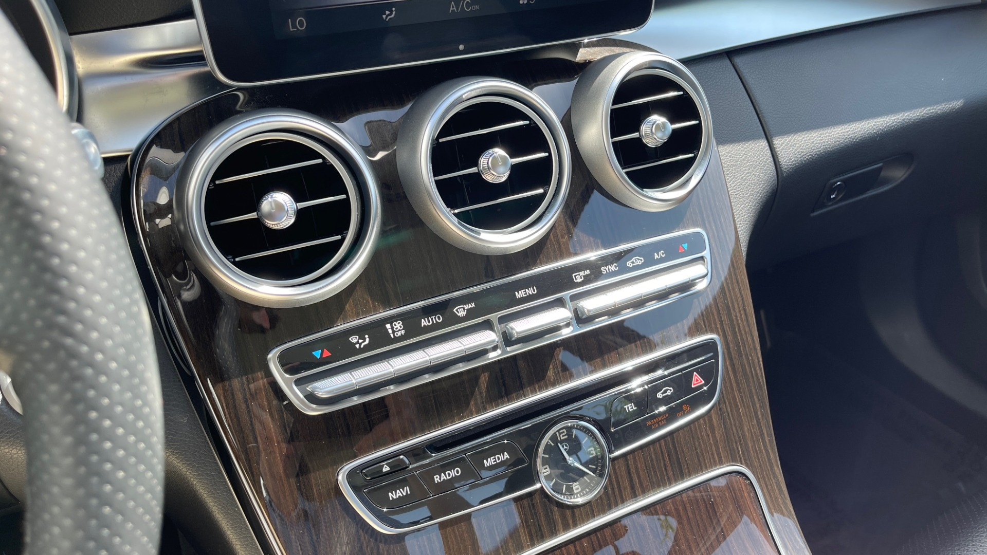 Used 2015 Mercedes-Benz C-CLASS C 300 4MATIC PREMIUM / MULTI MEDIA PKG / BSA / REARVIEW for sale $21,795 at Formula Imports in Charlotte NC 28227 37