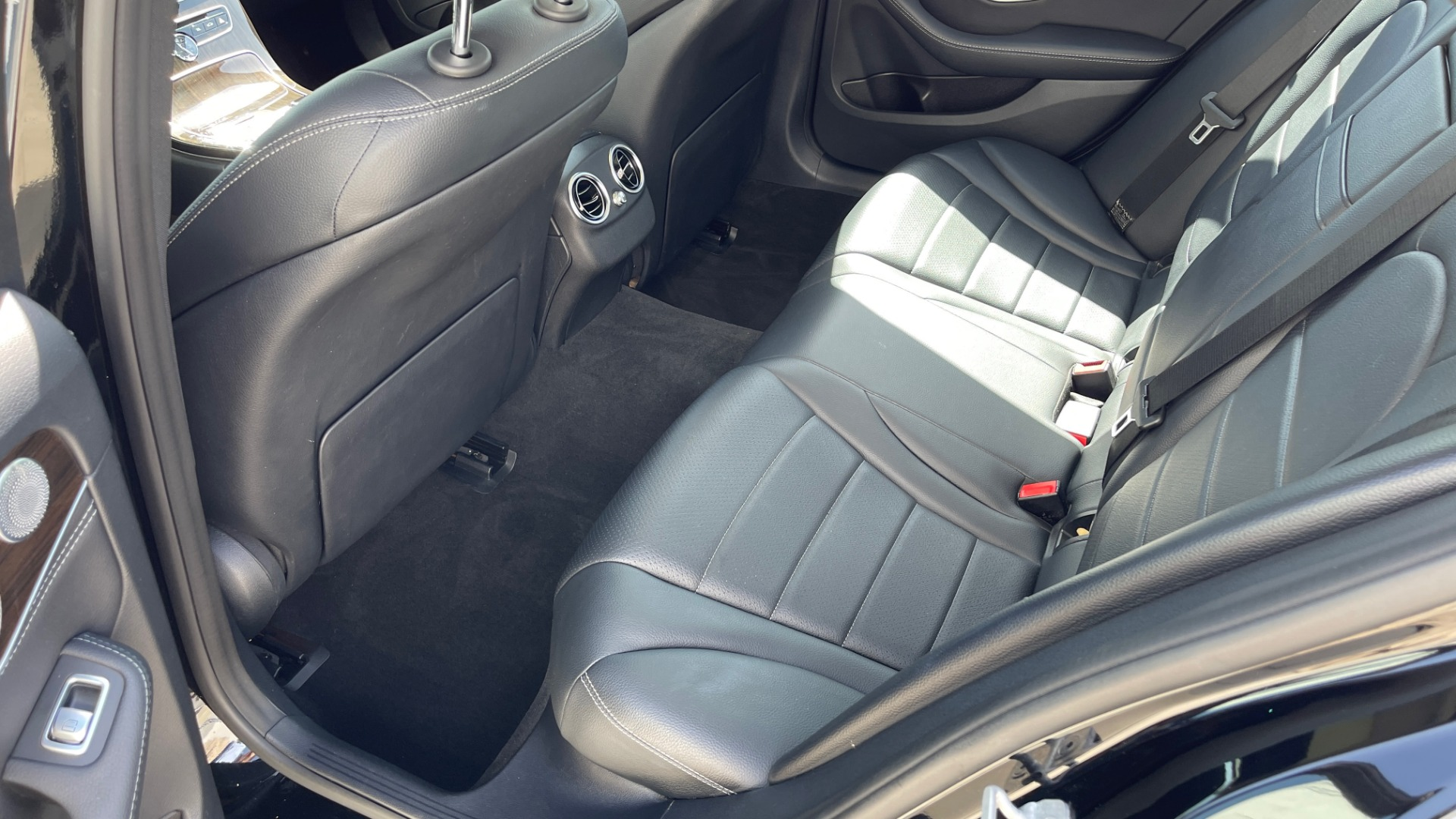Used 2015 Mercedes-Benz C-CLASS C 300 4MATIC PREMIUM / MULTI MEDIA PKG / BSA / REARVIEW for sale $21,795 at Formula Imports in Charlotte NC 28227 46