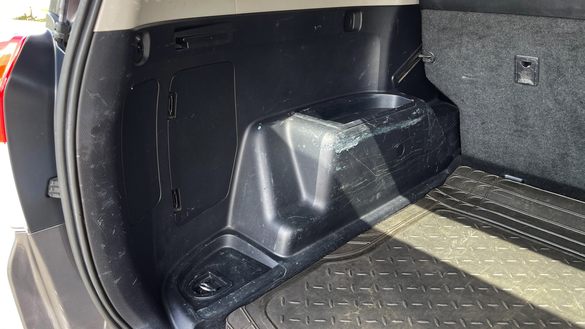 Used 2011 Toyota 4RUNNER SR5 4X4 V6 / 5-SPD AUTO / SUNROOF / POWER FRONT SEATS for sale $19,999 at Formula Imports in Charlotte NC 28227 15