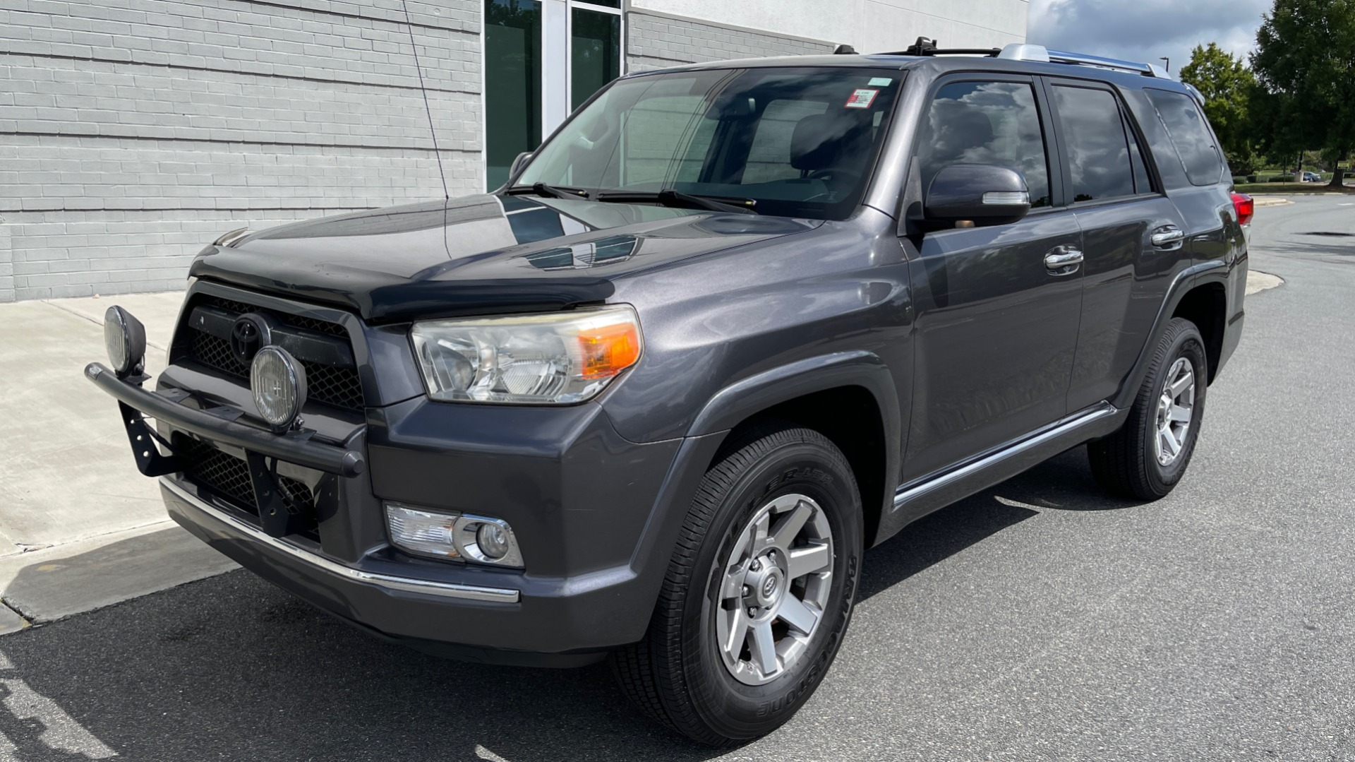 Used 2011 Toyota 4RUNNER SR5 4X4 V6 / 5-SPD AUTO / SUNROOF / POWER FRONT SEATS for sale $19,999 at Formula Imports in Charlotte NC 28227 2