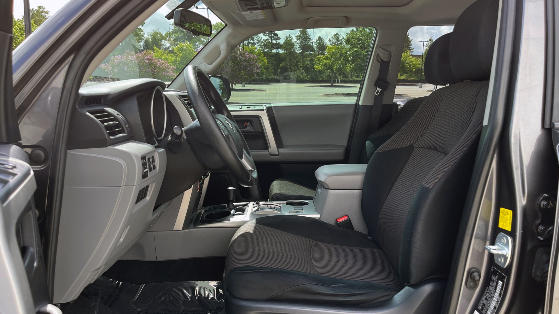 Used 2011 Toyota 4RUNNER SR5 4X4 V6 / 5-SPD AUTO / SUNROOF / POWER FRONT SEATS for sale $19,999 at Formula Imports in Charlotte NC 28227 27