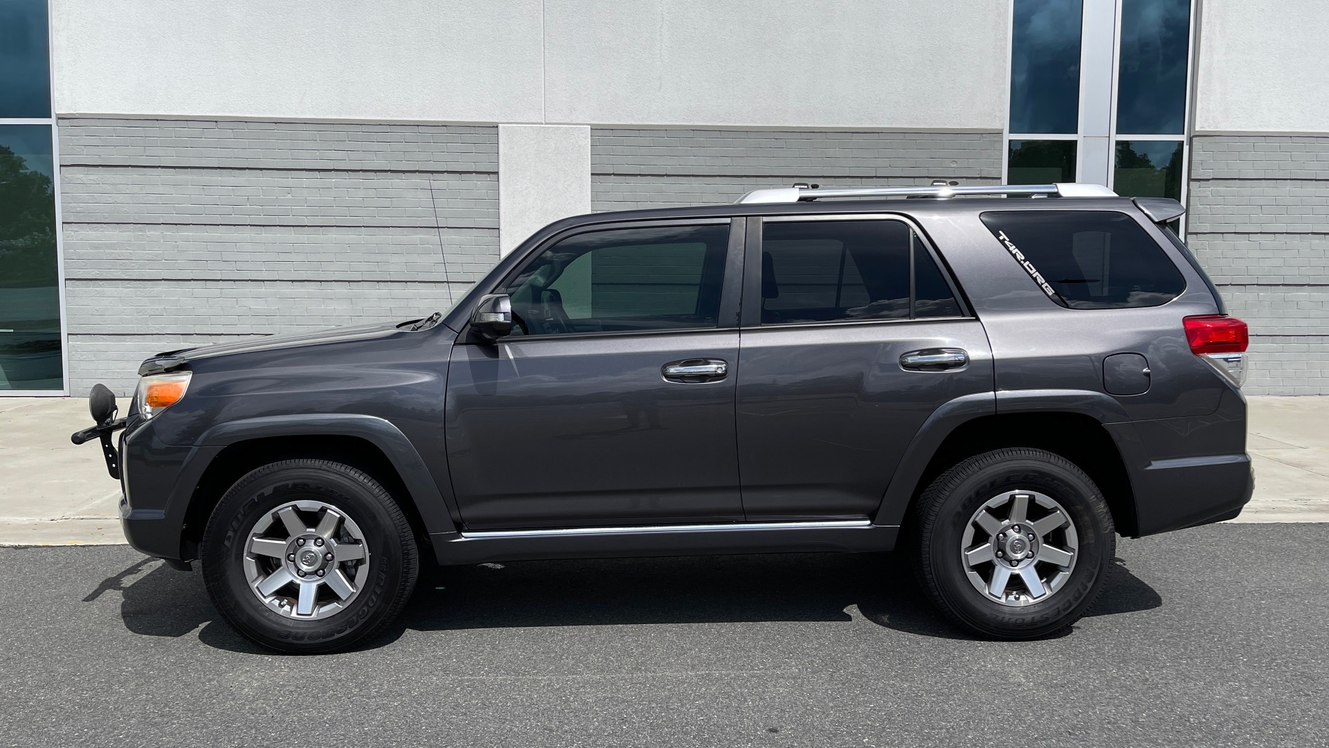 Used 2011 Toyota 4RUNNER SR5 4X4 V6 / 5-SPD AUTO / SUNROOF / POWER FRONT SEATS for sale $19,999 at Formula Imports in Charlotte NC 28227 3