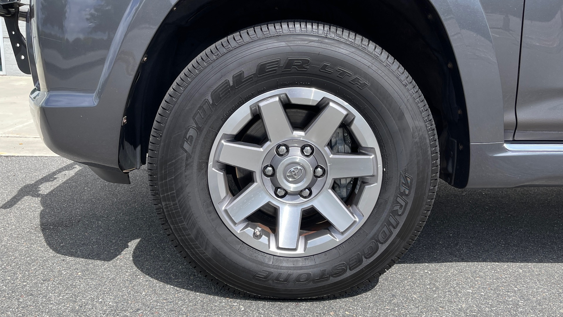 Used 2011 Toyota 4RUNNER SR5 4X4 V6 / 5-SPD AUTO / SUNROOF / POWER FRONT SEATS for sale $19,999 at Formula Imports in Charlotte NC 28227 59