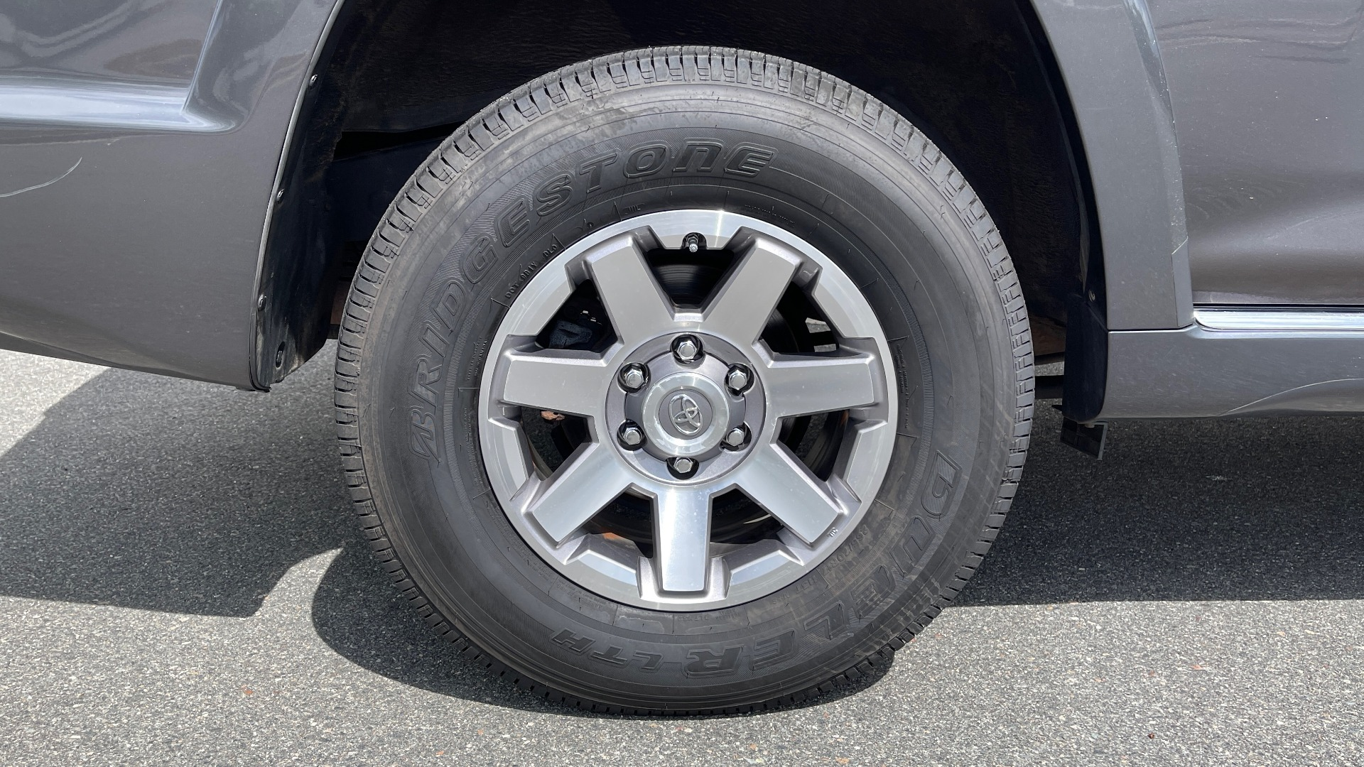 Used 2011 Toyota 4RUNNER SR5 4X4 V6 / 5-SPD AUTO / SUNROOF / POWER FRONT SEATS for sale $19,999 at Formula Imports in Charlotte NC 28227 61