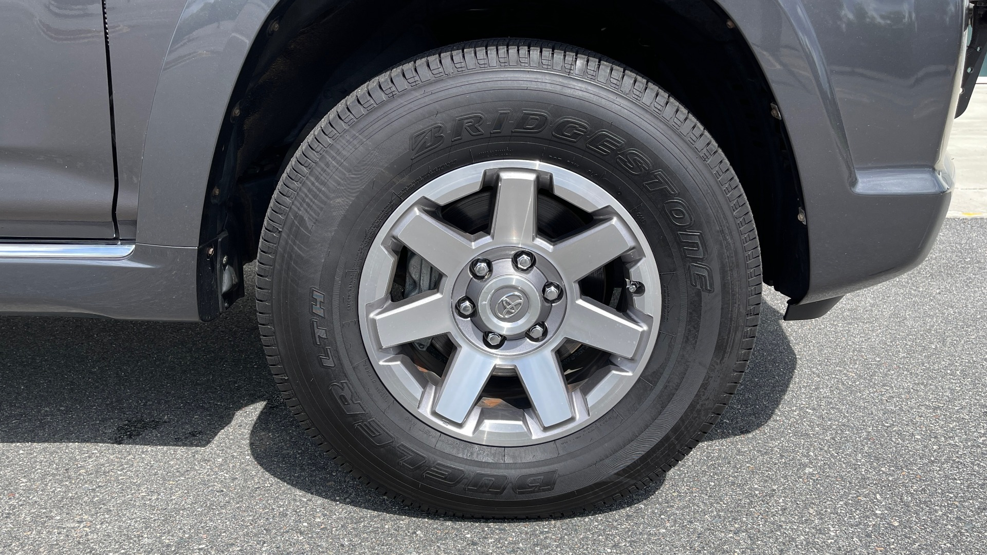 Used 2011 Toyota 4RUNNER SR5 4X4 V6 / 5-SPD AUTO / SUNROOF / POWER FRONT SEATS for sale $19,999 at Formula Imports in Charlotte NC 28227 62