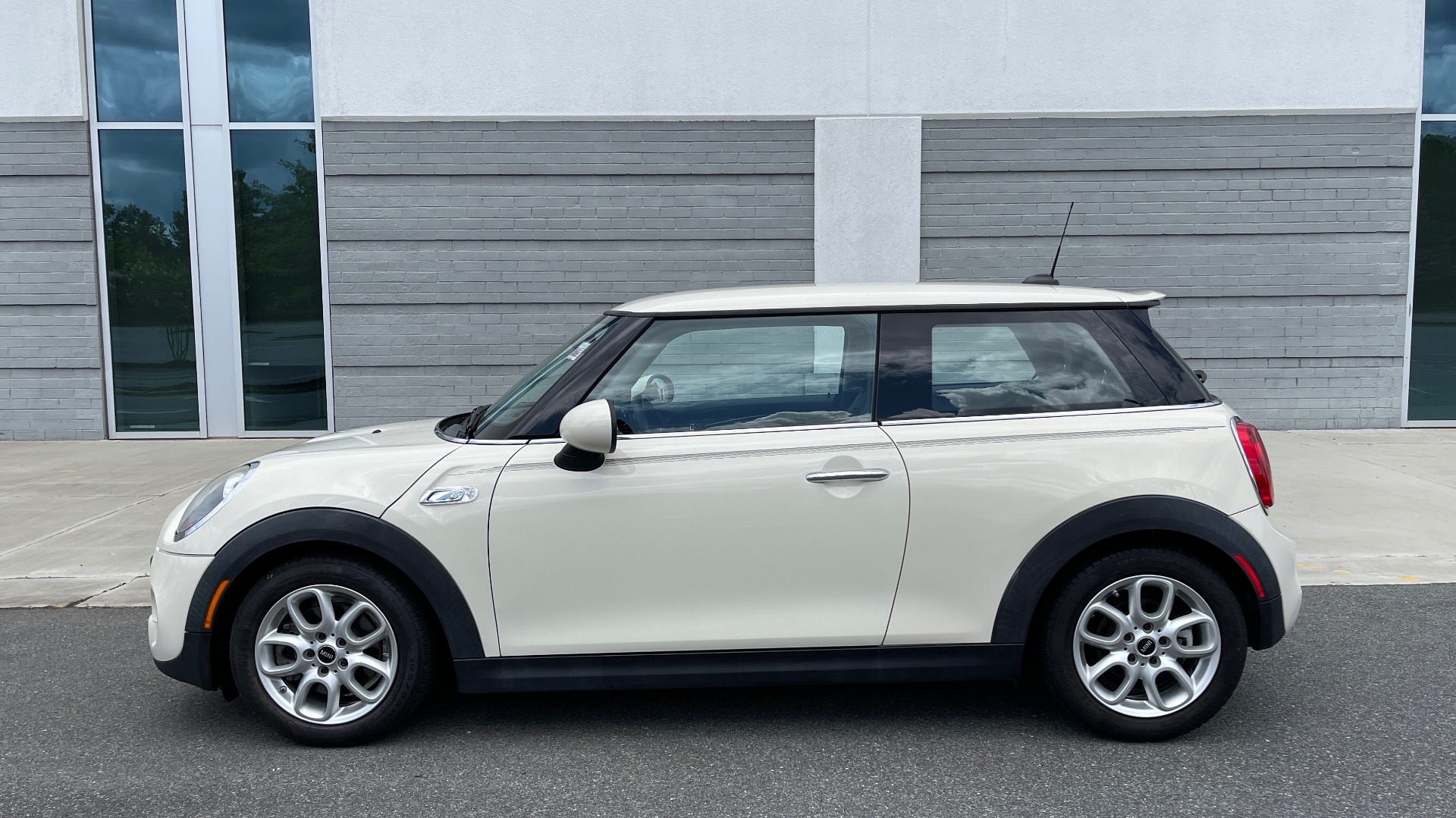 Used 2015 MINI COOPER HARDTOP S 2DR / 2.0L TURBO / FWD / 6-SPD MANUAL for sale $15,495 at Formula Imports in Charlotte NC 28227 3