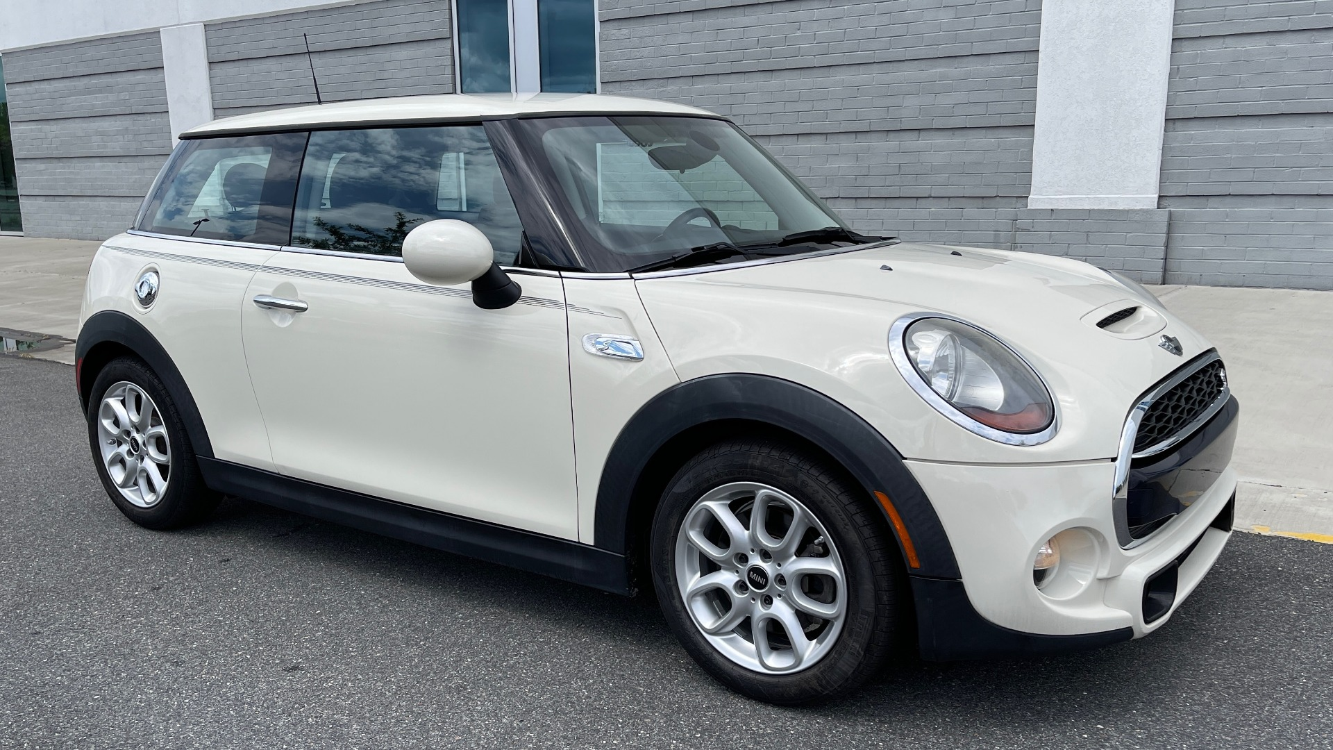 Used 2015 MINI COOPER HARDTOP S 2DR / 2.0L TURBO / FWD / 6-SPD MANUAL for sale $15,495 at Formula Imports in Charlotte NC 28227 5