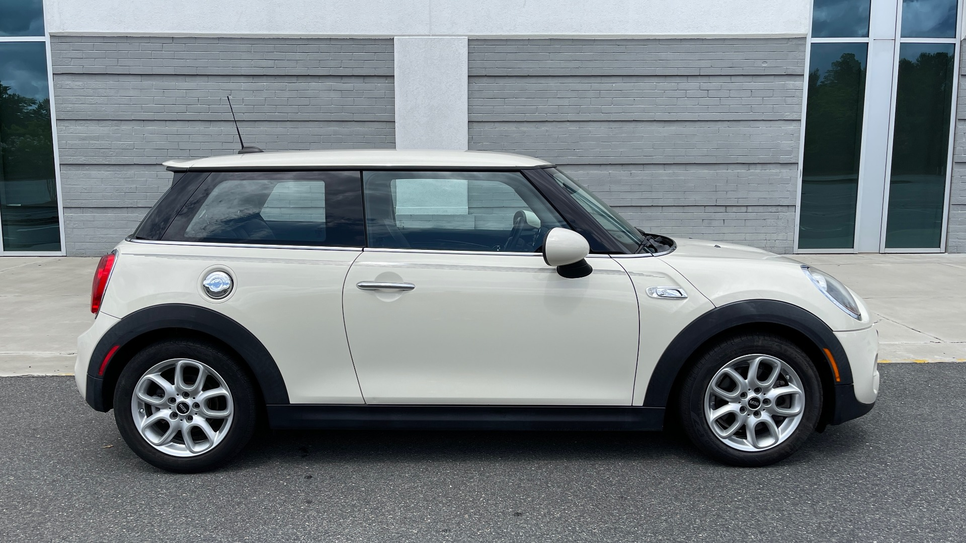 Used 2015 MINI COOPER HARDTOP S 2DR / 2.0L TURBO / FWD / 6-SPD MANUAL for sale $15,495 at Formula Imports in Charlotte NC 28227 7