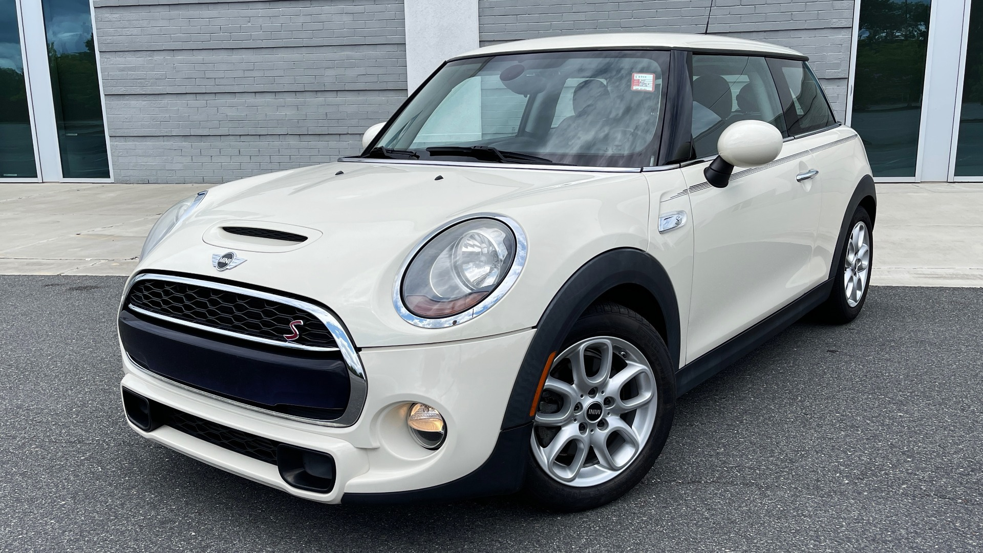 Used 2015 MINI COOPER HARDTOP S 2DR / 2.0L TURBO / FWD / 6-SPD MANUAL for sale $15,495 at Formula Imports in Charlotte NC 28227 1