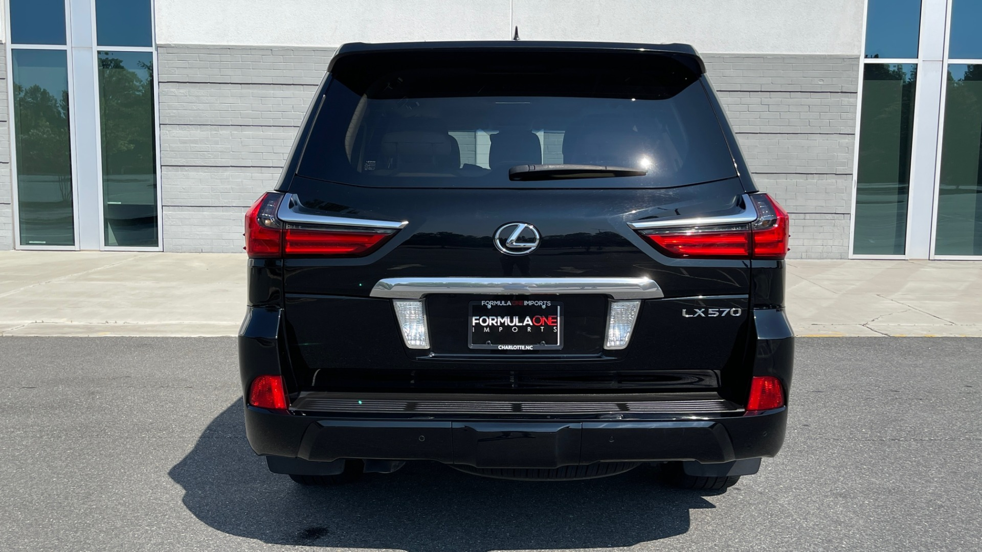 Used 2017 Lexus LX 570 LUXURY / 5.7L V8 / NAV / SUNROOF / 3-ROW / DVD / REARVIEW for sale $63,995 at Formula Imports in Charlotte NC 28227 19