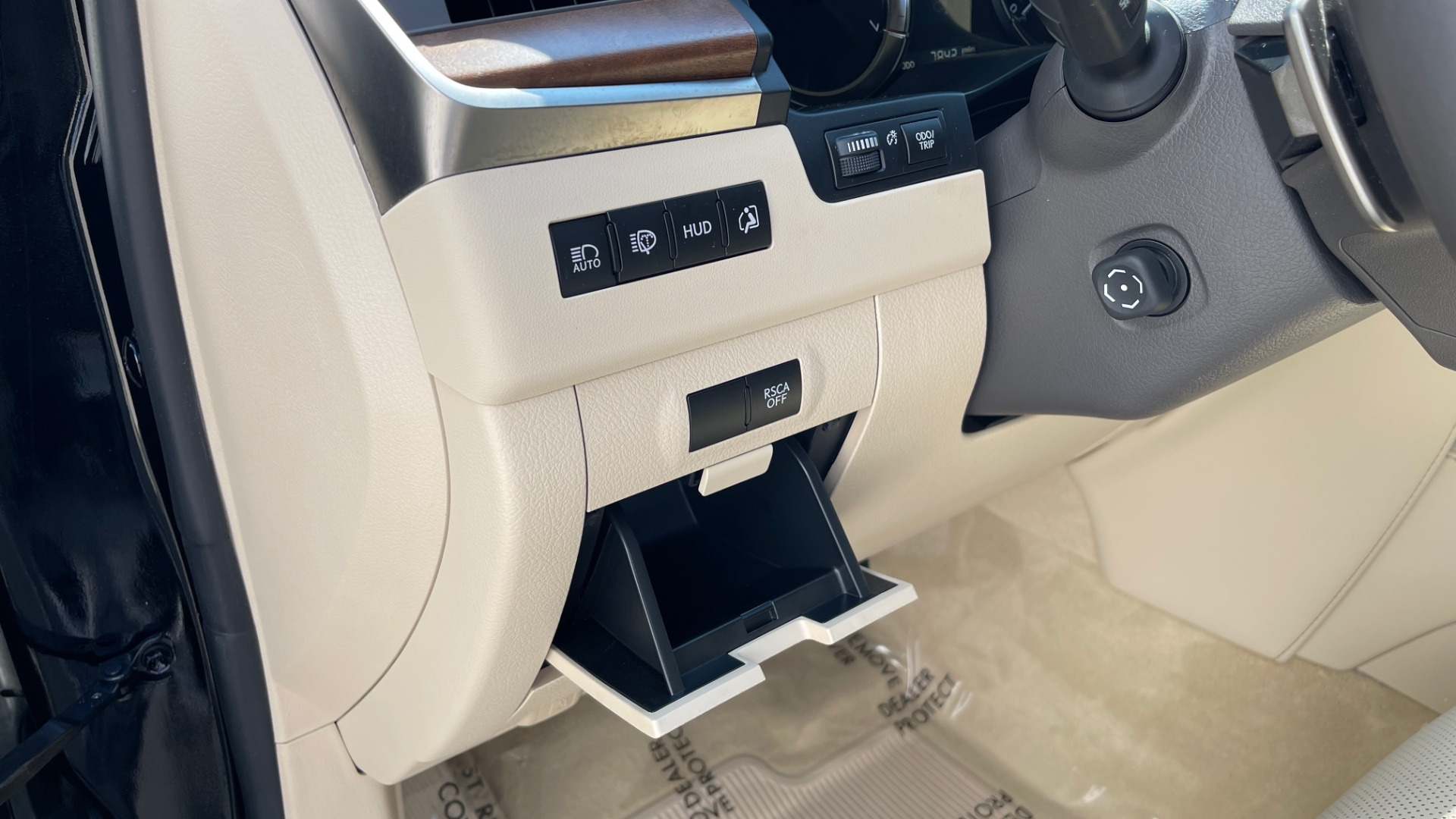 Used 2017 Lexus LX 570 LUXURY / 5.7L V8 / NAV / SUNROOF / 3-ROW / DVD / REARVIEW for sale $63,995 at Formula Imports in Charlotte NC 28227 29