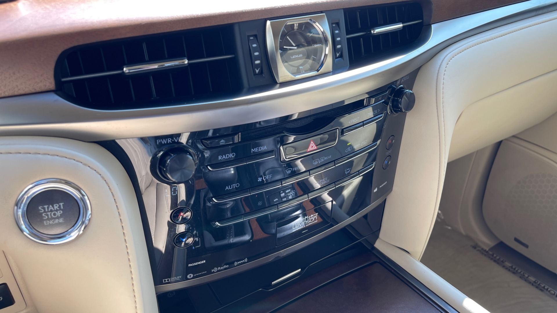 Used 2017 Lexus LX 570 LUXURY / 5.7L V8 / NAV / SUNROOF / 3-ROW / DVD / REARVIEW for sale $63,995 at Formula Imports in Charlotte NC 28227 40