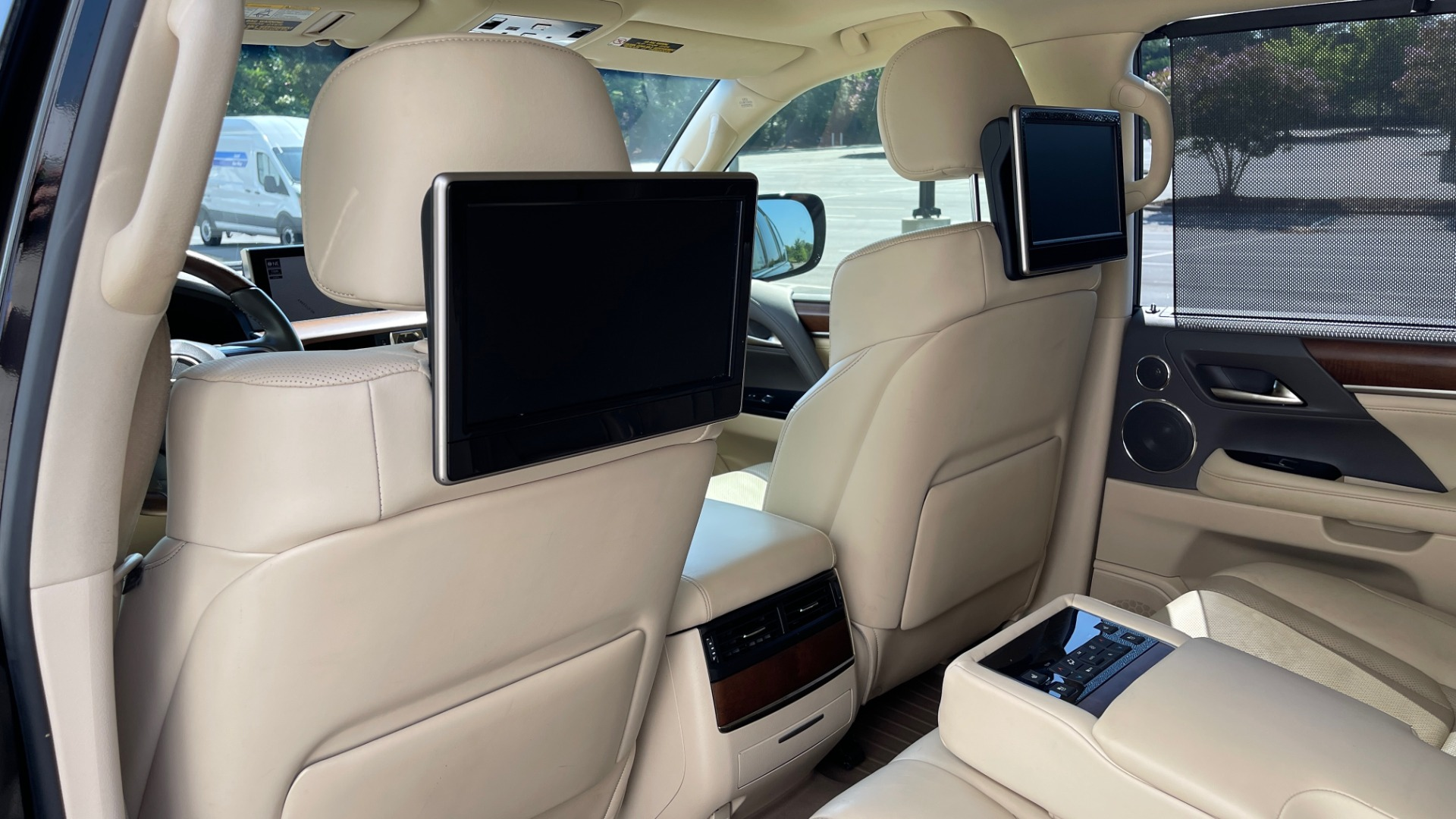 Used 2017 Lexus LX 570 LUXURY / 5.7L V8 / NAV / SUNROOF / 3-ROW / DVD / REARVIEW for sale $63,995 at Formula Imports in Charlotte NC 28227 52