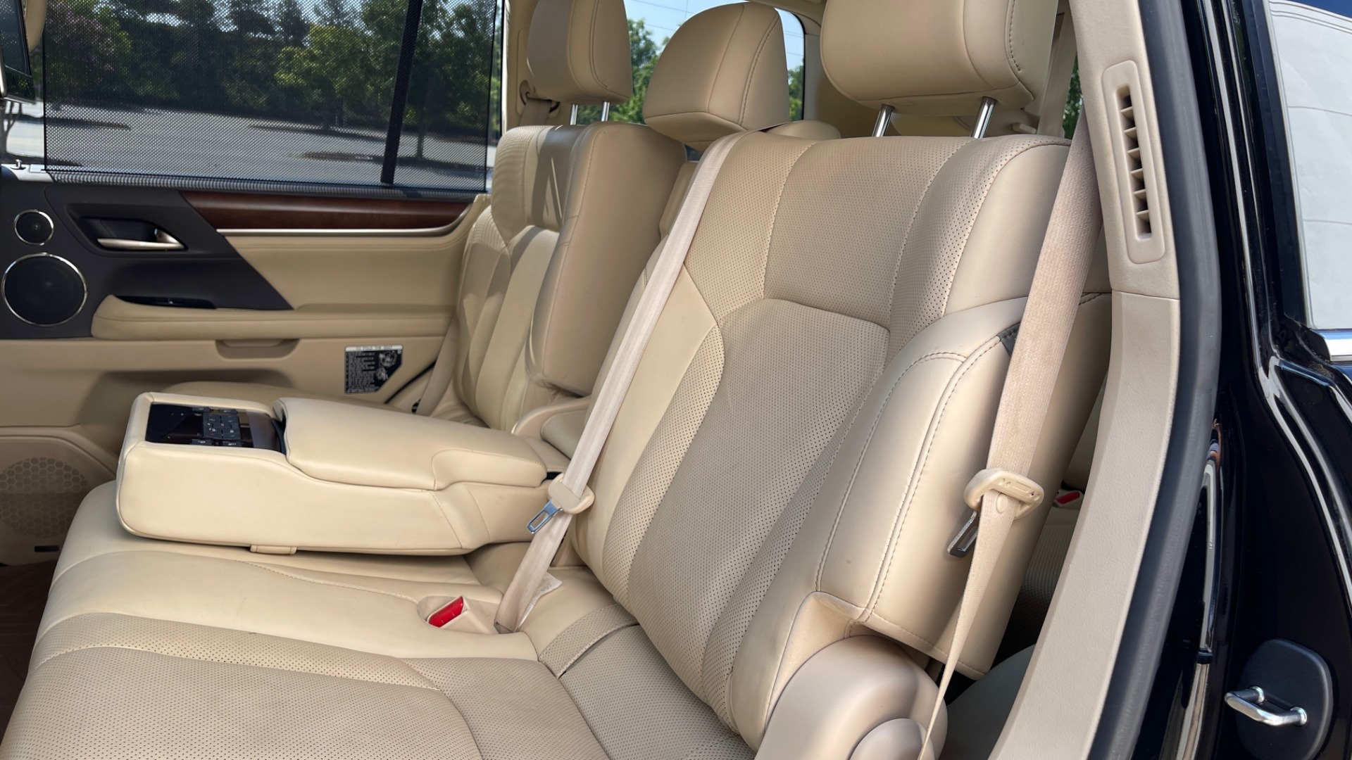 Used 2017 Lexus LX 570 LUXURY / 5.7L V8 / NAV / SUNROOF / 3-ROW / DVD / REARVIEW for sale $63,995 at Formula Imports in Charlotte NC 28227 55